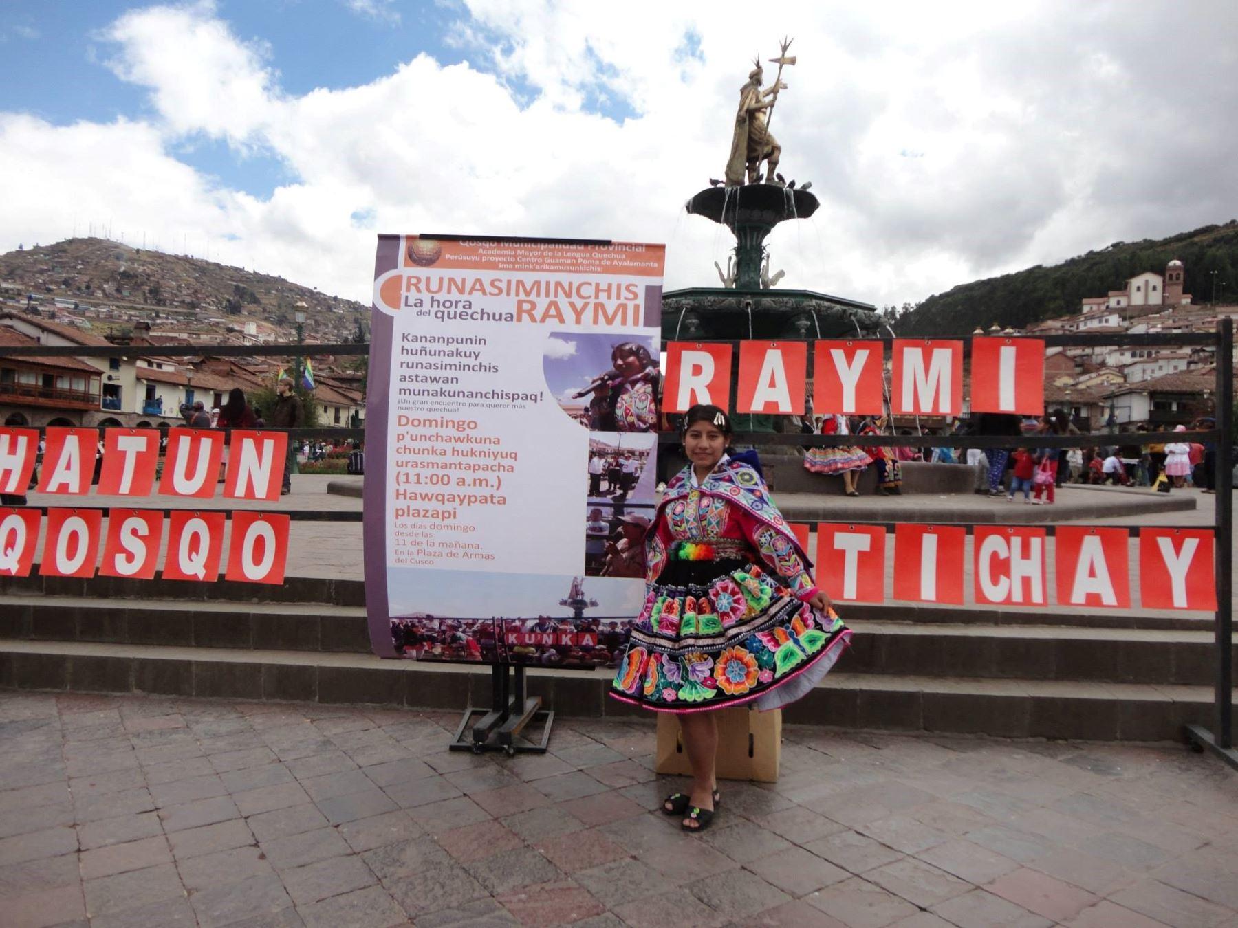 """Conoce a Inés Quispe, """"Qorich'aska"""", docente cusqueña que enseña quechua de manera virtual y es sensación en redes sociales. Foto: Facebook/Vive el quechua"""
