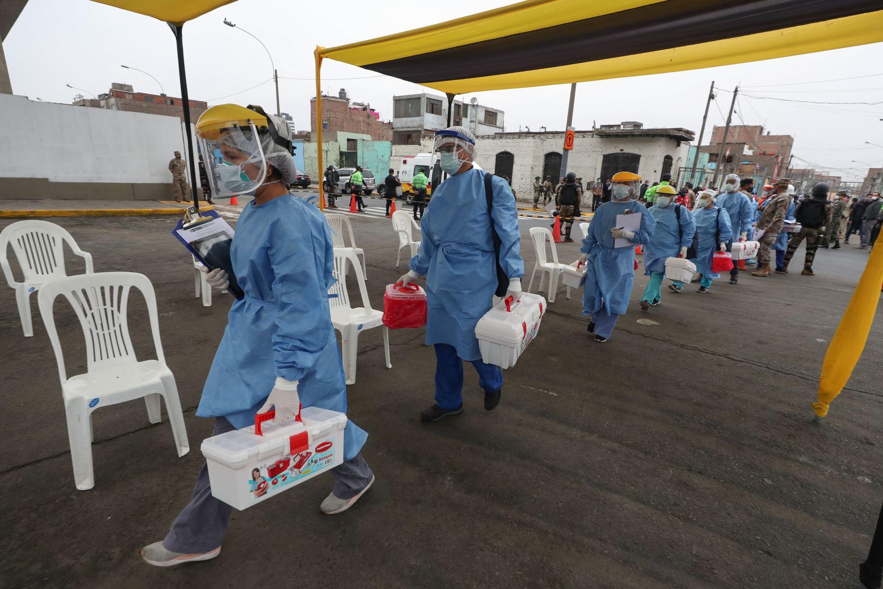Ministros de Defensa y salud supervisan inicio de operación piloto Tayta de Te Cuido Perú para brindar atención a  población vulnerable frente a covid-19. Foto: Mindef