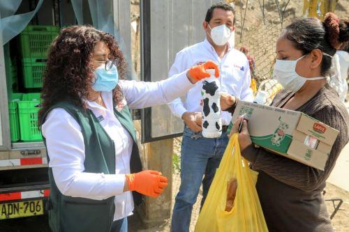 Coronavirus: Ministerio de Agricultura llega a San Juan de Lurigancho para entregar más de mil litros de leche