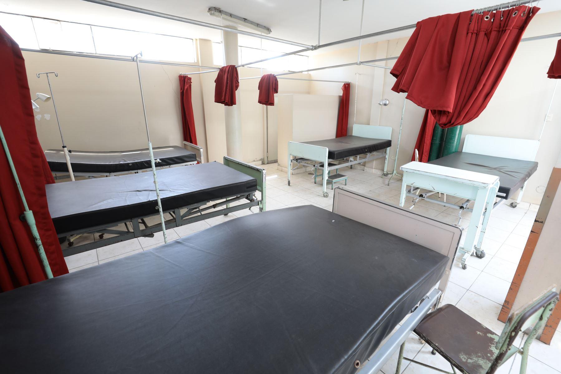 Equipo multidisciplinario de EsSalud que supervisa el acondicionamiento y remodelación del hospital de Tumán en Lambayeque. Foto:Essalud