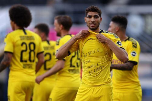 Achraf Hakimi festeja su gol con un mensaje repudiando la muerte de George Floyd