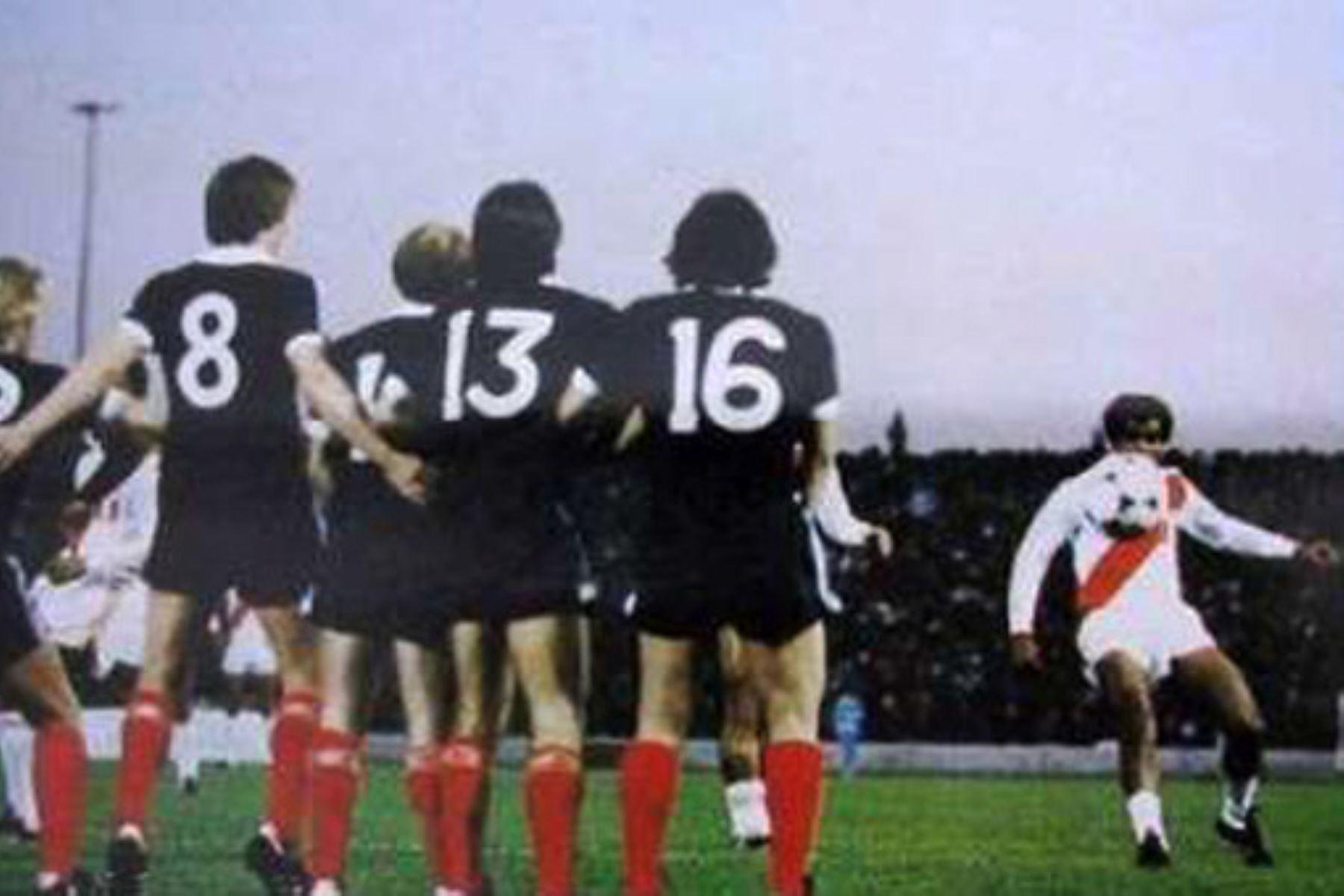 """El famoso gol de falta del peruano """"El Nene"""" Cubillas ante Escocia en el Mundial de 1978. Foto: FIFA"""