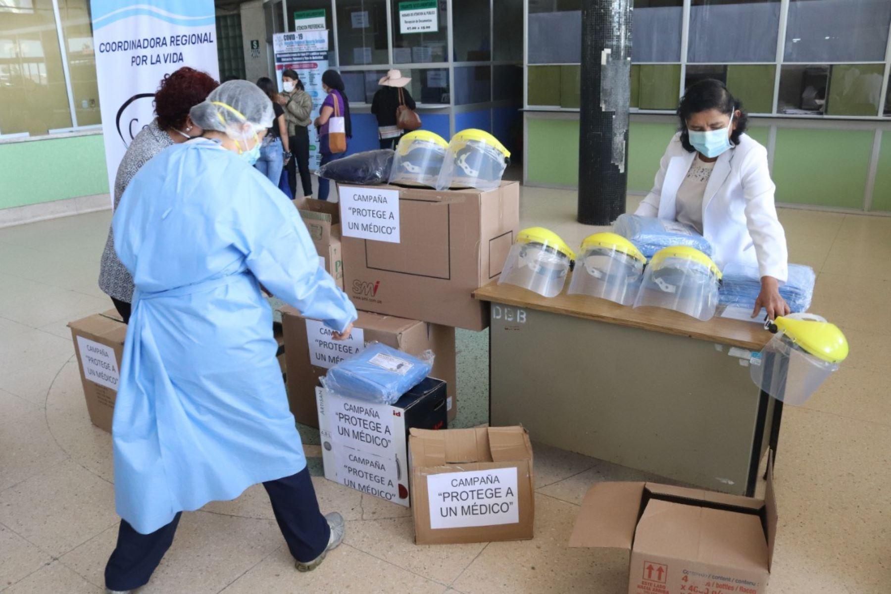 Arzobispado de Arequipa y Corvida desarrollan campaña solidaria en favor de los médicos que trabajan en la primera línea de batalla contra el coronavirus.