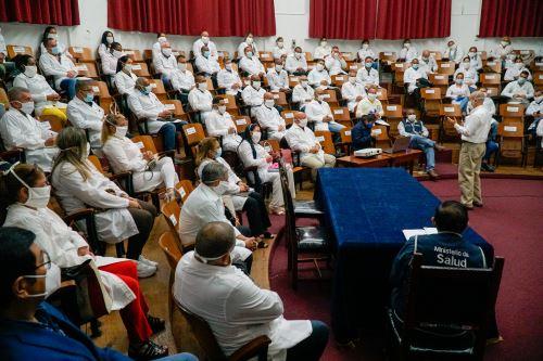 Coronavirus: Ministro de Salud da la bienvenida a especialistas cubanos que llegaron a nuestro país para apoyar en la atención por la emergencia sanitaria