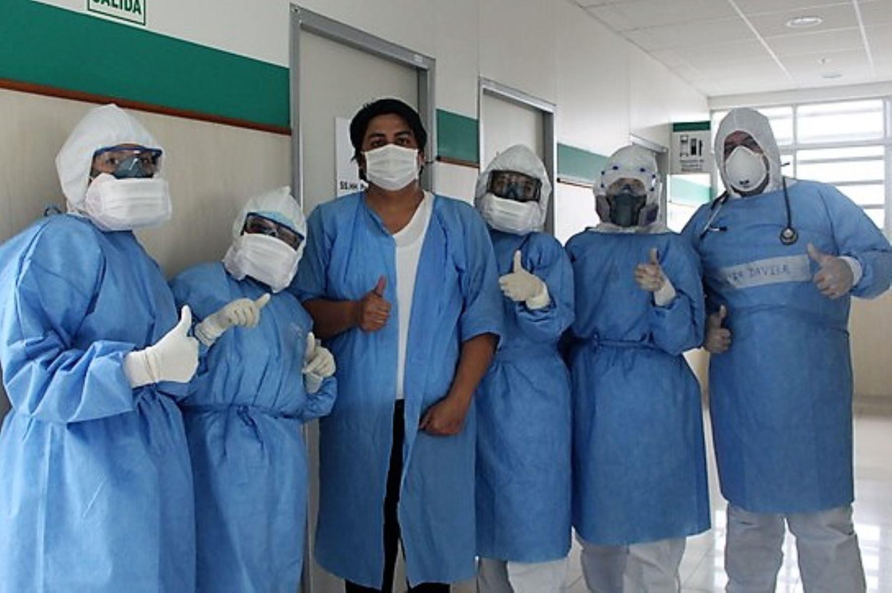 Médico loretano se suma a la lista de personas que derrotaron al coronavirus en el Hospital Emergencia Ate Vitarte.