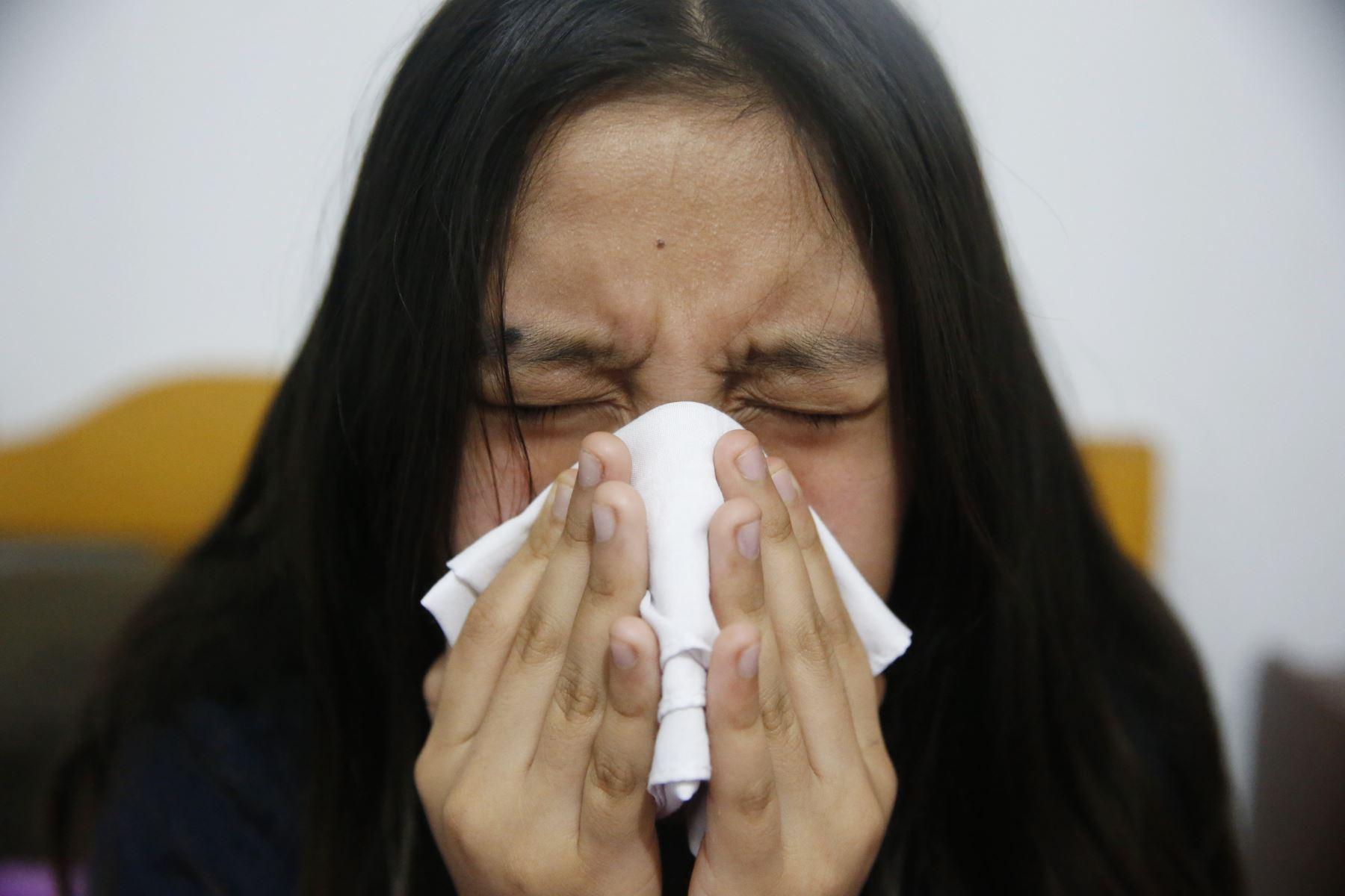 Las diferencias entre los síntomas del Covid-19 y la gripe común pueden ser variables. Foto: ANDINA/Eddy Ramos