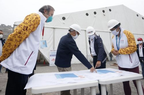 Coronavirus: Los ministros de salud y transportes, inspeccionan la implementación del nuevo Centro de Atención y Aislamiento covid-19 en el hospital Hipólito Unanue