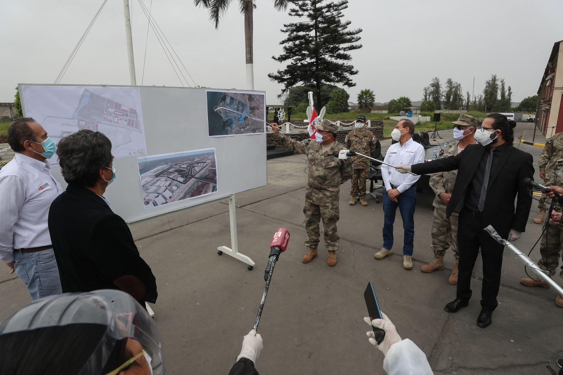 Los ministros Walter Martos, Carlos Lozada participan en la firma de convenio de cooperación entre el  MTC y el Mindef, a través de la Marina de Guerra para la construcción e implementación del Antepuerto del Callao.  Foto: MINDEF