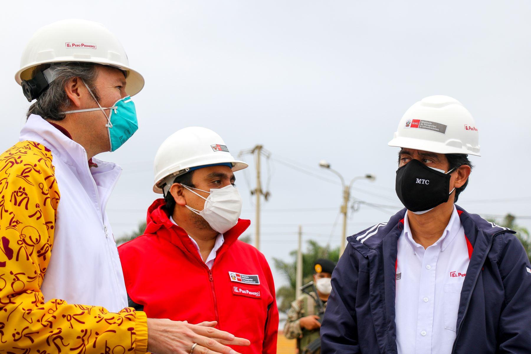 Ministro de Transportes Carlos Lozada estuvo acompañado del viceministro Carlos Estremadoyro, el Director Ejecutivo del proyecto Lima 2019, el Vice Gobernador de la Región Lima, y el alcalde Segundo Díaz. Foto: ANDINA/MTC