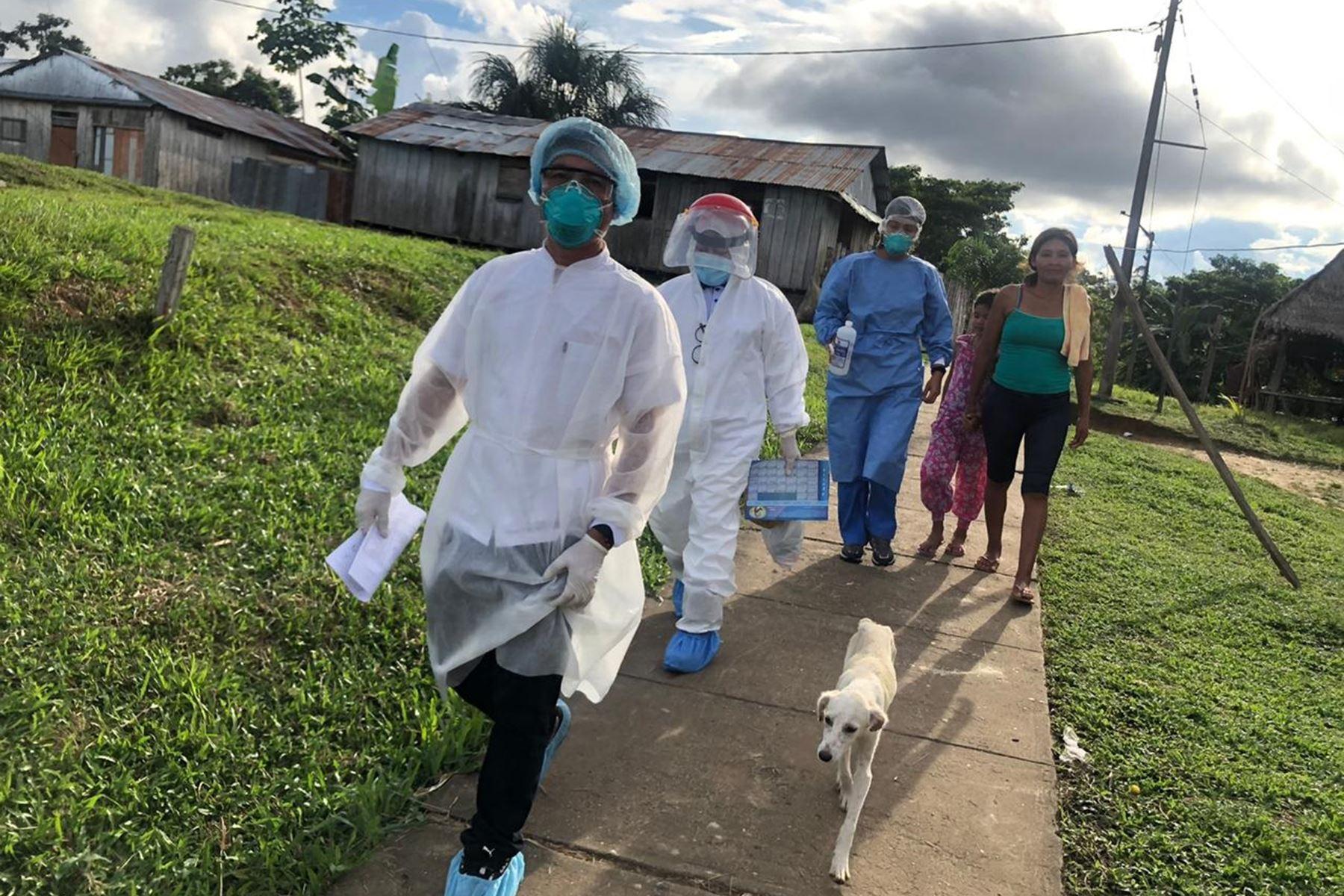 El Comando Conjunto de las Fuerzas Armadas llevó atenciones del Estado contra el covid-19 y ayuda humanitaria a las comunidades nativas de San Rafael, Diamante azul, Copal Urco, Santa Clotilde, San Luis Tacsha y Curaray en Loreto. Foto: ANDINA/Difusión