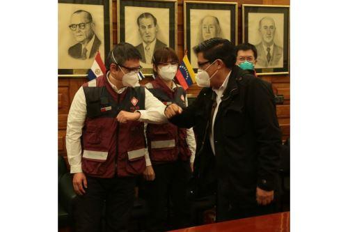 Coronavirus: premier Zeballos brinda reconocimiento a médicos chinos