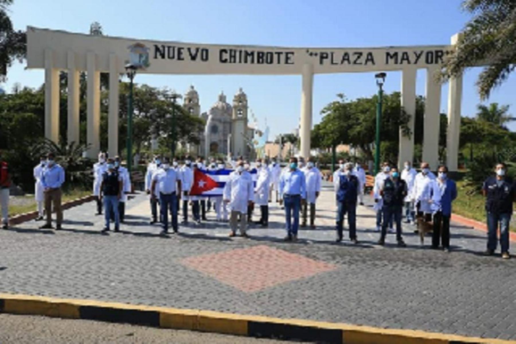 Médicos cubanos viajan a zonas afectadas por Covid — Perú