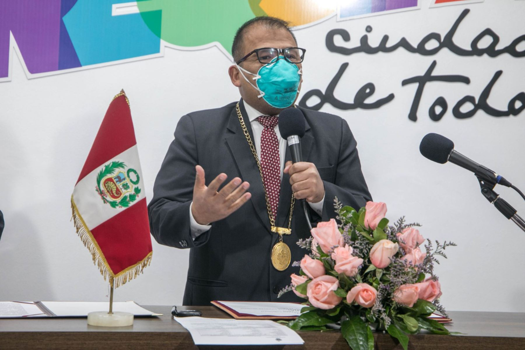 Alcalde provincial de Arequipa, Omar Candia, dio positivo al covid-19. Ahora cumple aislamiento domiciliario, se encuentra estable y recibe atención médica.  ANDINA/Difusión
