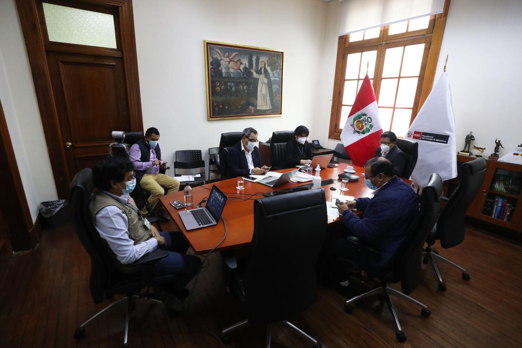 Presidente del Consejo de Ministros, Vicente Zeballos, sostuvo una reunión con alcaldes provinciales y presidentes de mancomunidades de la región Huancavelica,