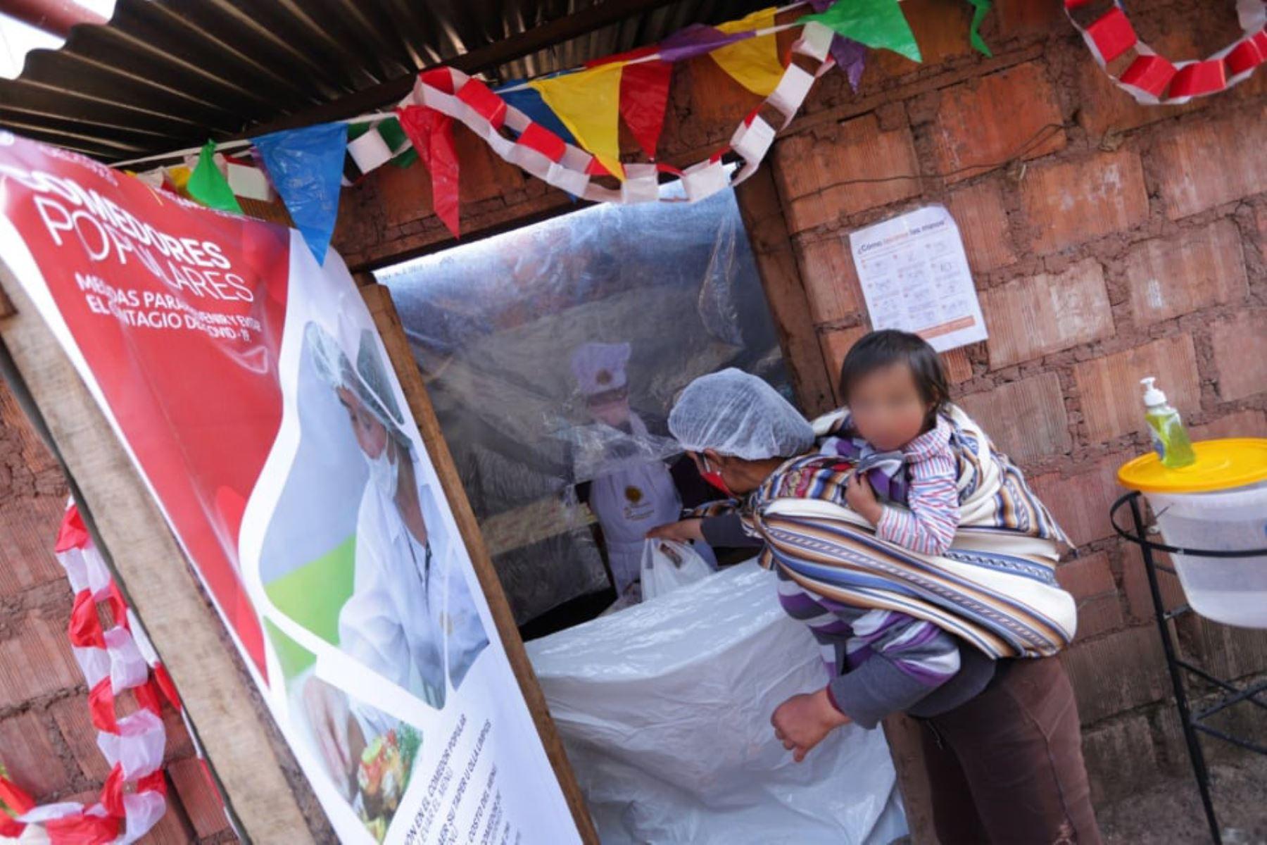 El alcalde provincial de Cusco, Ricardo Valderrama, informó que se reanudó el servicio de 12 comedores populares. ANDINA/Percy Hurtado Santillán