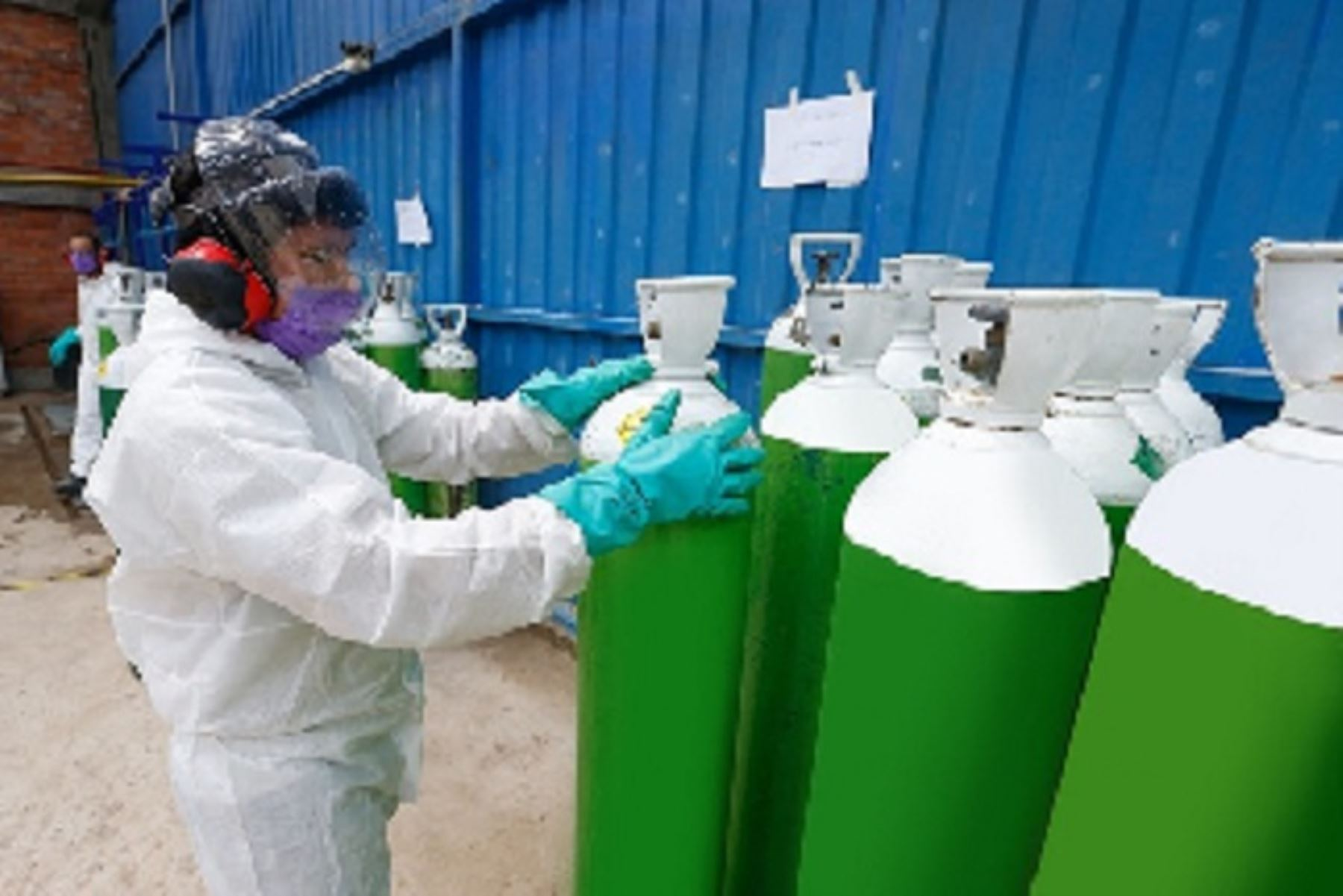 La segunda planta de oxígeno fue alquilada con presupuesto del gobierno regional y ya se encuentra instalada en el hospital de Tarapoto. El traslado desde Lima fue posible gracias a un puente aéreo coordinado por el Minsa, la misma que entrará a funcionar desde mañana.