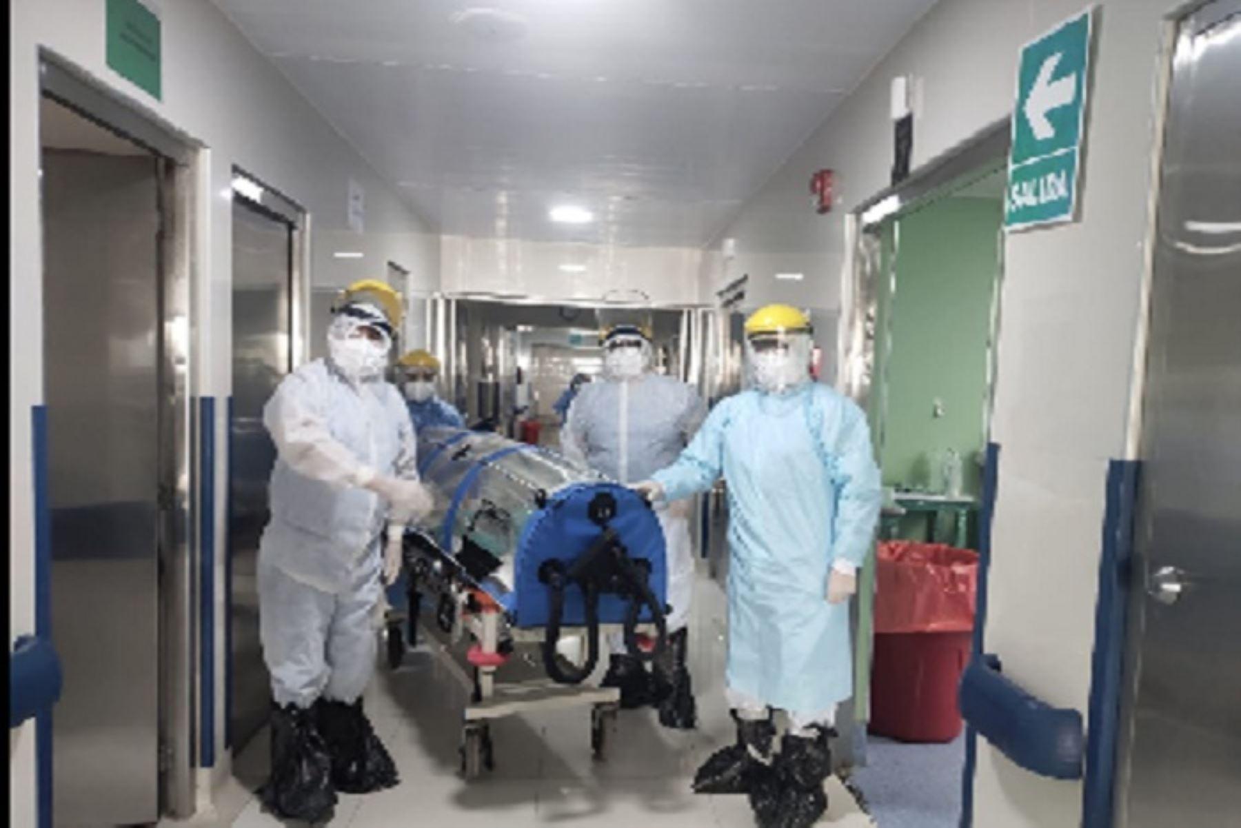 La pandemia del covid-19 ha puesto a prueba los sistemas de salud en el contexto de las cirugías de pacientes infectados.
