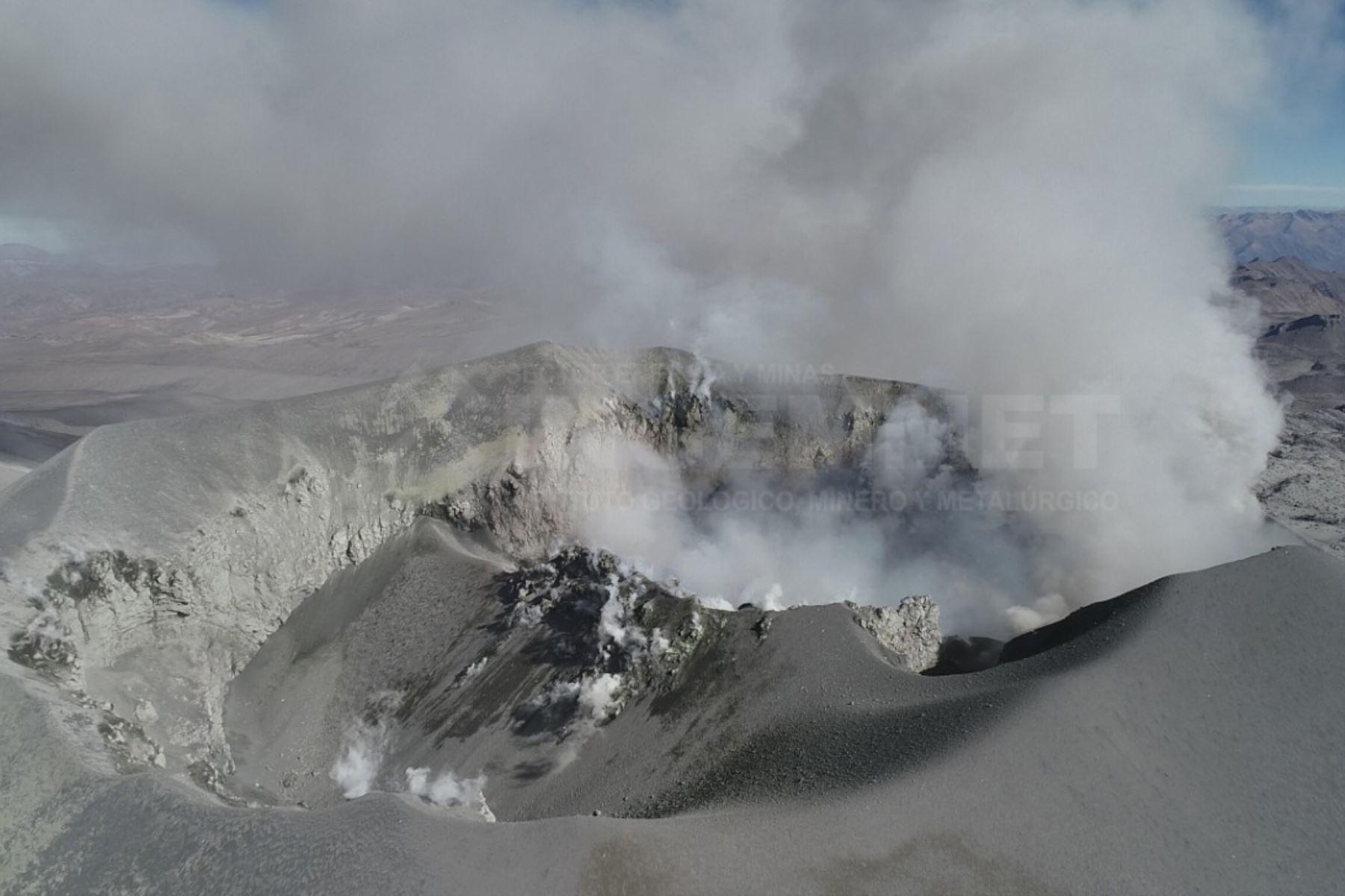 La columna eruptiva del volcán Sabancaya, ubicado en la región Arequipa, alcanzó los 2,700 metros, informó el Ingemmet. Foto: ANDINA/Difusión