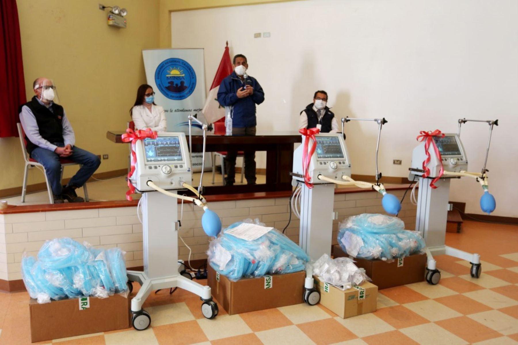 La minera Yanacocha entregó hoy 3 de los 6 ventiladores mecánicos que donará al Hospital Regional de Cajamarca. Foto: Cortesía Eduard Lozano Julca