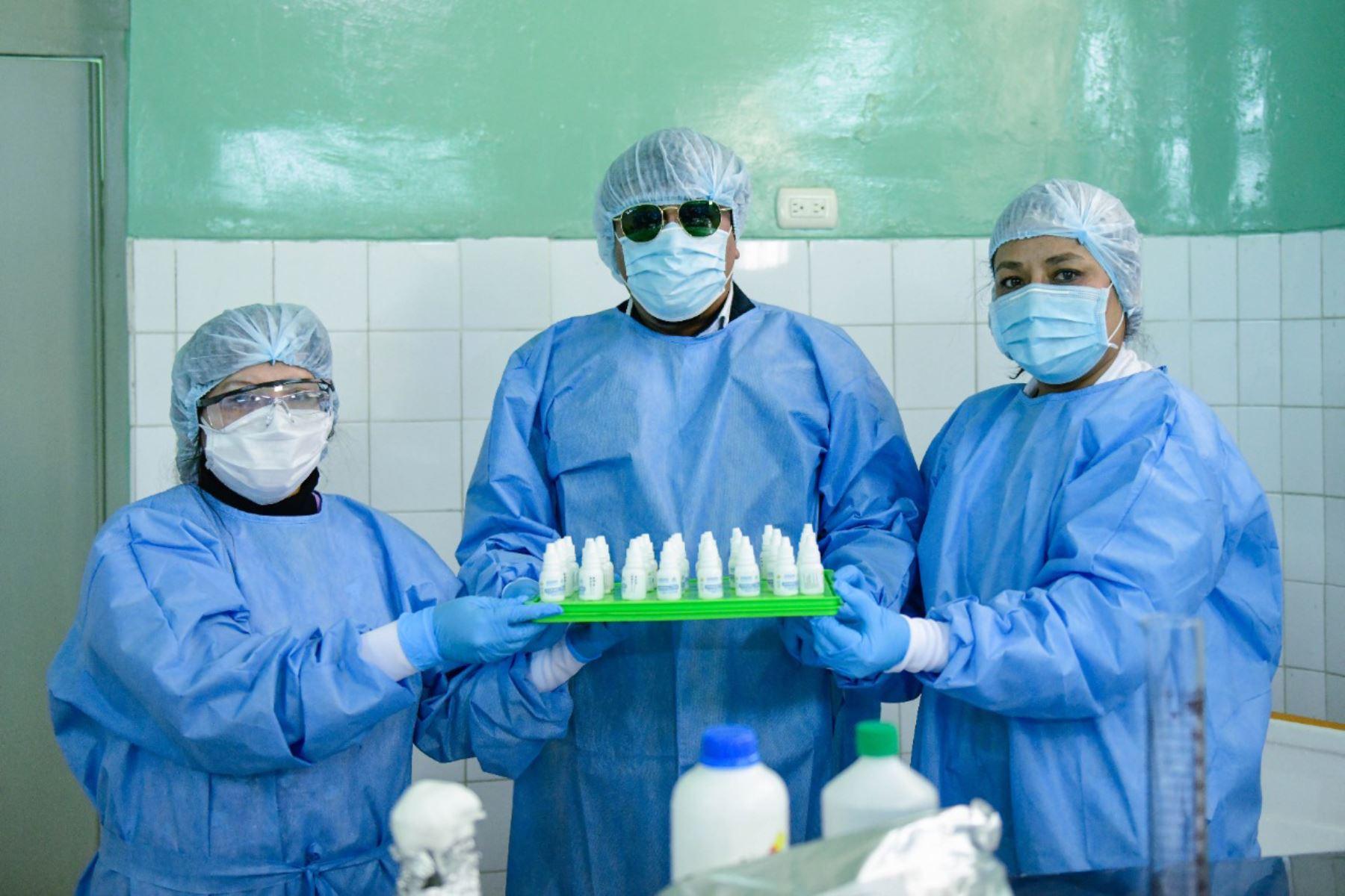 El Hospital Goyeneche de Arequipa presentó el primer lote de producción de ivermectina, que será distribuida a hospitales y centros de salud. Foto: Gobierno Regional de Arequipa