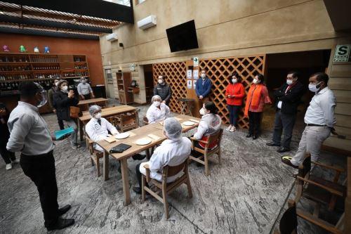 Si se cumple protocolo por parte de restaurante y comensales no debería haber problemas, señala Villena. Foto: ANDINA/Difusión