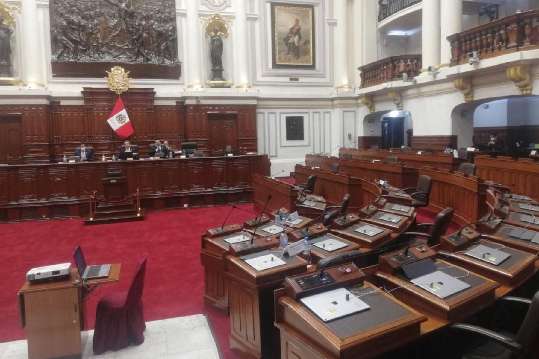 Se piensa en el corto plazo hipotecando el futuro del país y así será muy difícil que salgamos de la crisis, dijo la ministra de Economía. ANDINA/Difusión