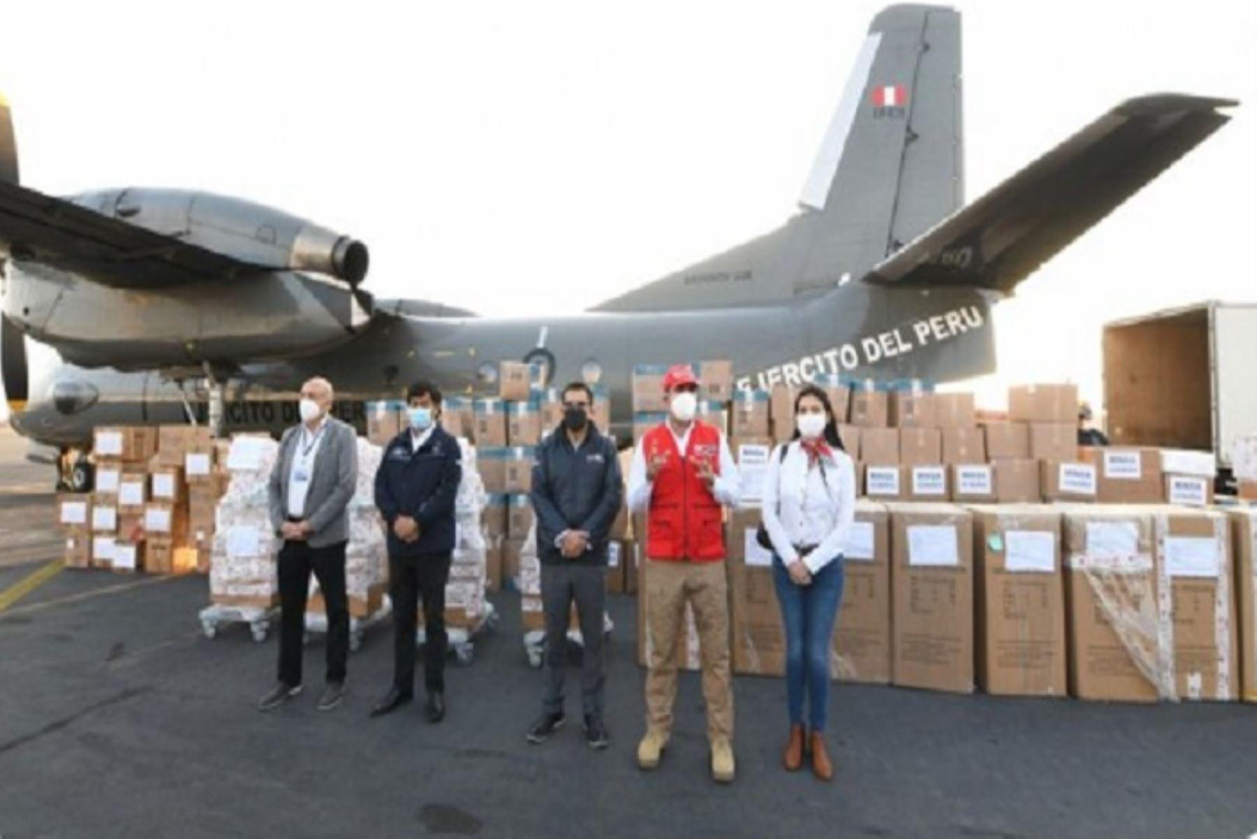 El ministro del Interior, Gastón Rodríguez, llevó equipos médicos a la región La Libertad y se reunió con autoridades.