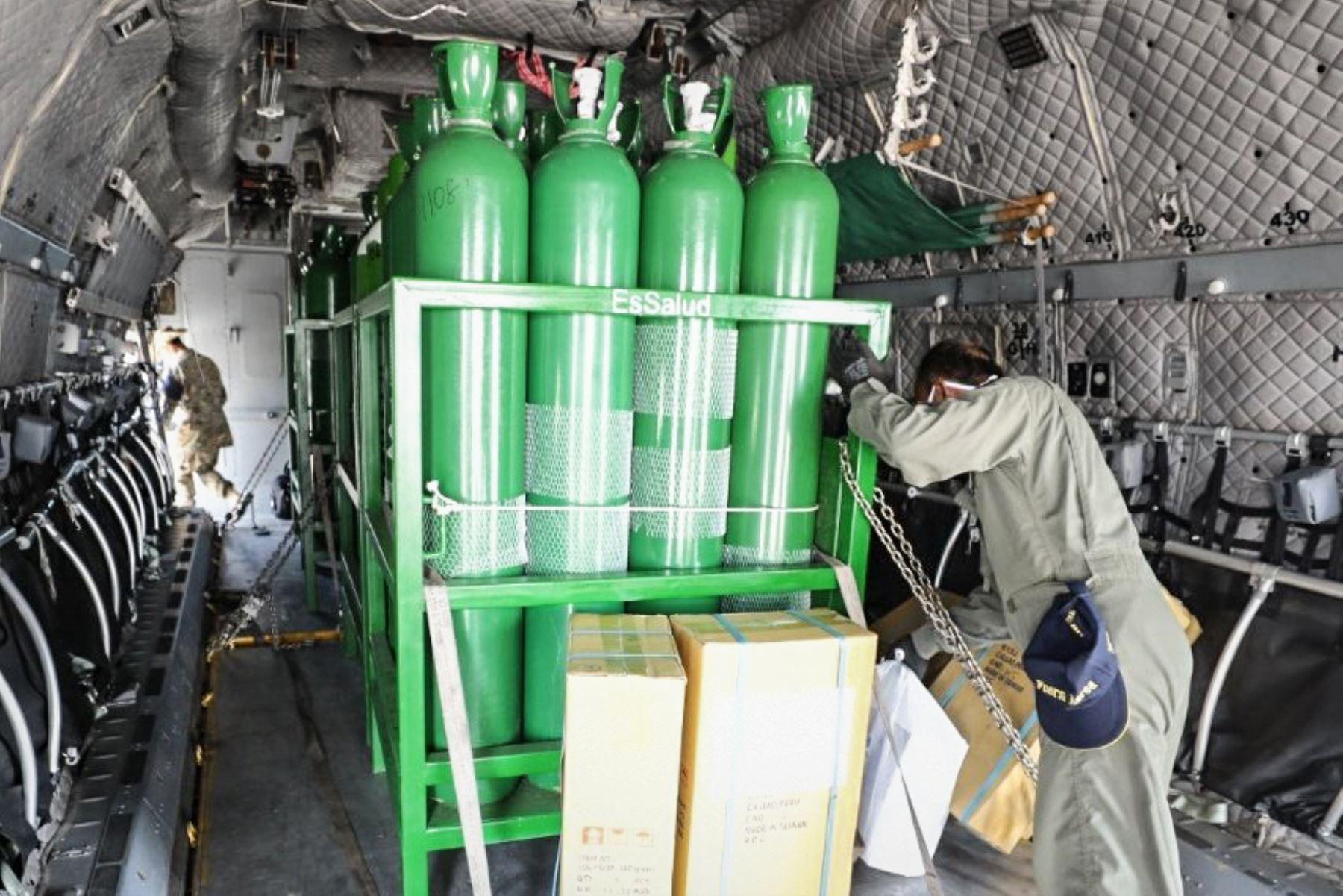 A través del Grupo 8, Essalud envía 80 balones de oxígeno para hospitales de Tarapoto. Nuevo envío y previa llegada de planta de oxígeno a la ciudad, nos permitirán continuar atendiendo a pacientes Covid-19 durante la emergencia. Foto: ANDINA/Essalud