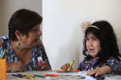 El rol de los padres resulta fundamental para ayudarlos a superar problemas en el habla. Foto: ANDINA/Juan Carlos Guzmán Negrini.