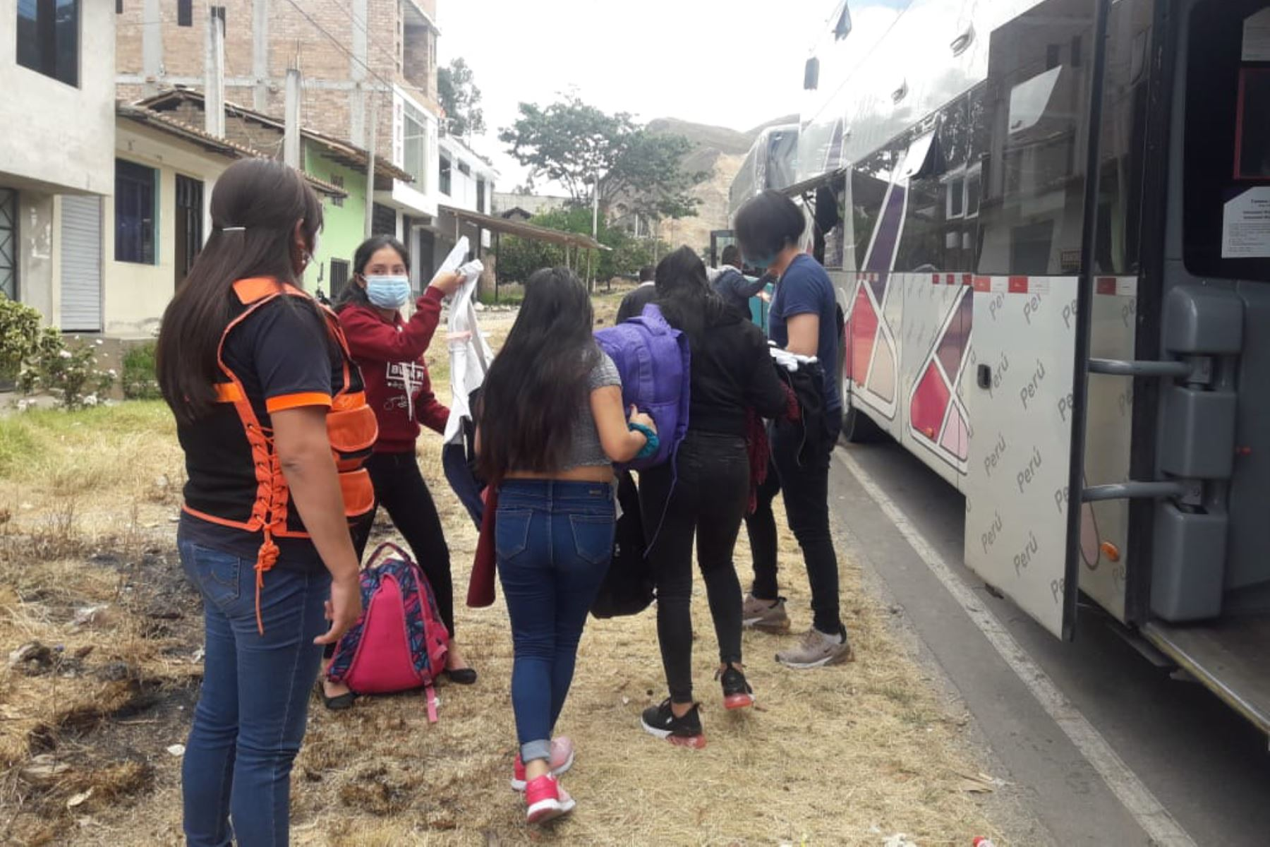 Alrededor de 66 connacionales llegaron a Cajamarca desde Lima en el marco de los traslados humanitarios dispuestos por PCM. Se realizaron los protocolos de bioseguridad. Foto: ANDINA/Indeci