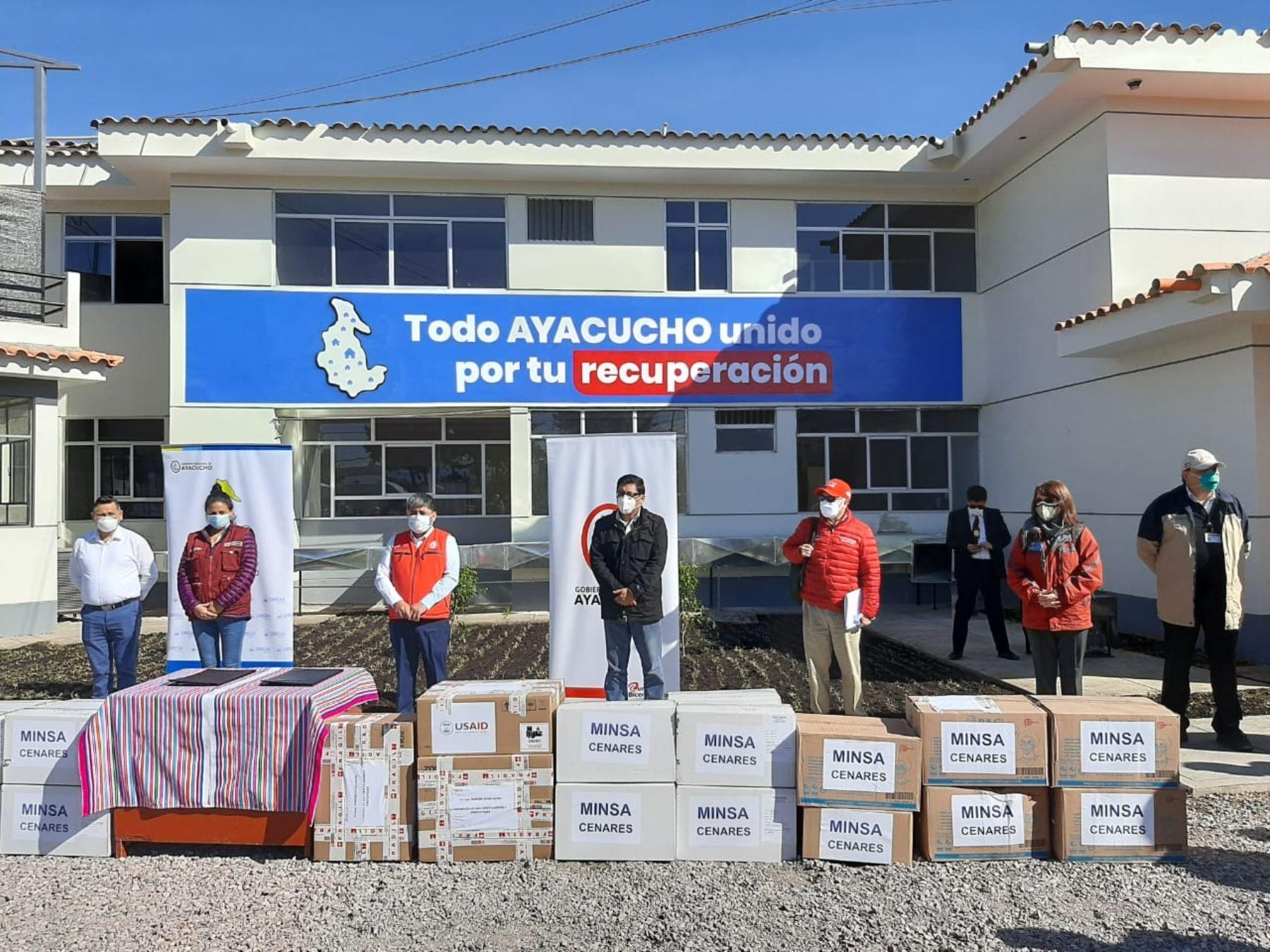 La jefa del Comando de Operaciones COVID-19, Pilar Mazzetti, dio detalles de la ayuda destinada a Ayacucho. Se entregaron medicamentos, pruebas moleculares y ventiladores de transporte donados a través de Estados Unidos, que permitirán desplazar pacientes en zonas alejadas. Foto: ANDINA/Minsa