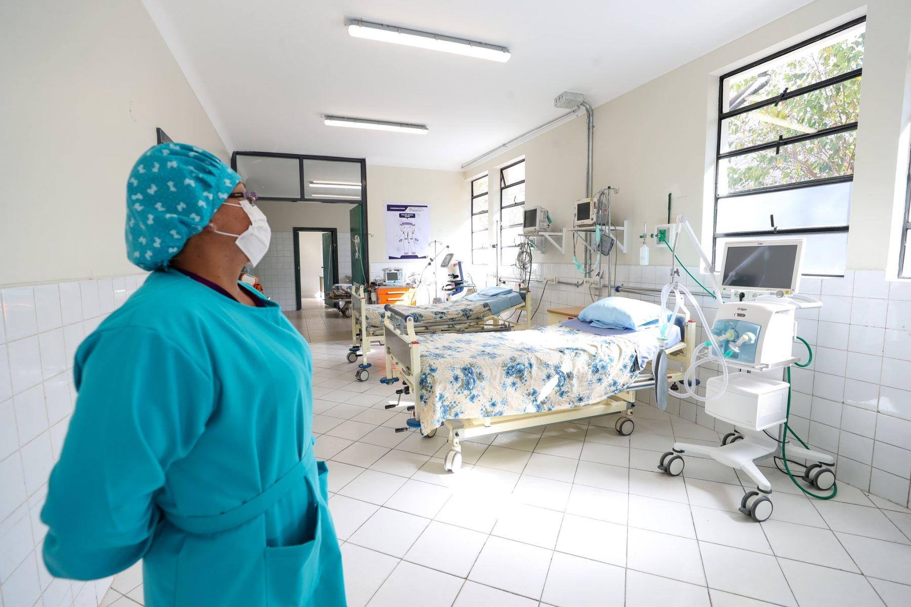 Para ampliar la capacidad hospitalaria y mejorar la atención en salud a los ciudadanos de la región Ayacucho, con presencia del premier Vicente Zeballos, se suscribe el convenio entre el Gobierno Regional de Ayacucho y el Minsa para la construcción del Hospital Bicentenario. Foto: ANDINA/PCM
