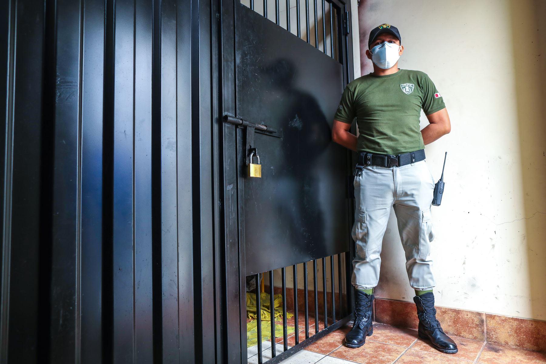 El Centro de Aislamiento Temporal de Lima (ex penal San Jorge), que se implementó como parte de las medidas de prevención a fin de reducir el contagio del Covid-19 en los penales, alberga actualmente a 88 internos que cumplen una cuarentena obligatoria antes de su internamiento  en un establecimiento penitenciario.Foto:ANDINA/MINJUS
