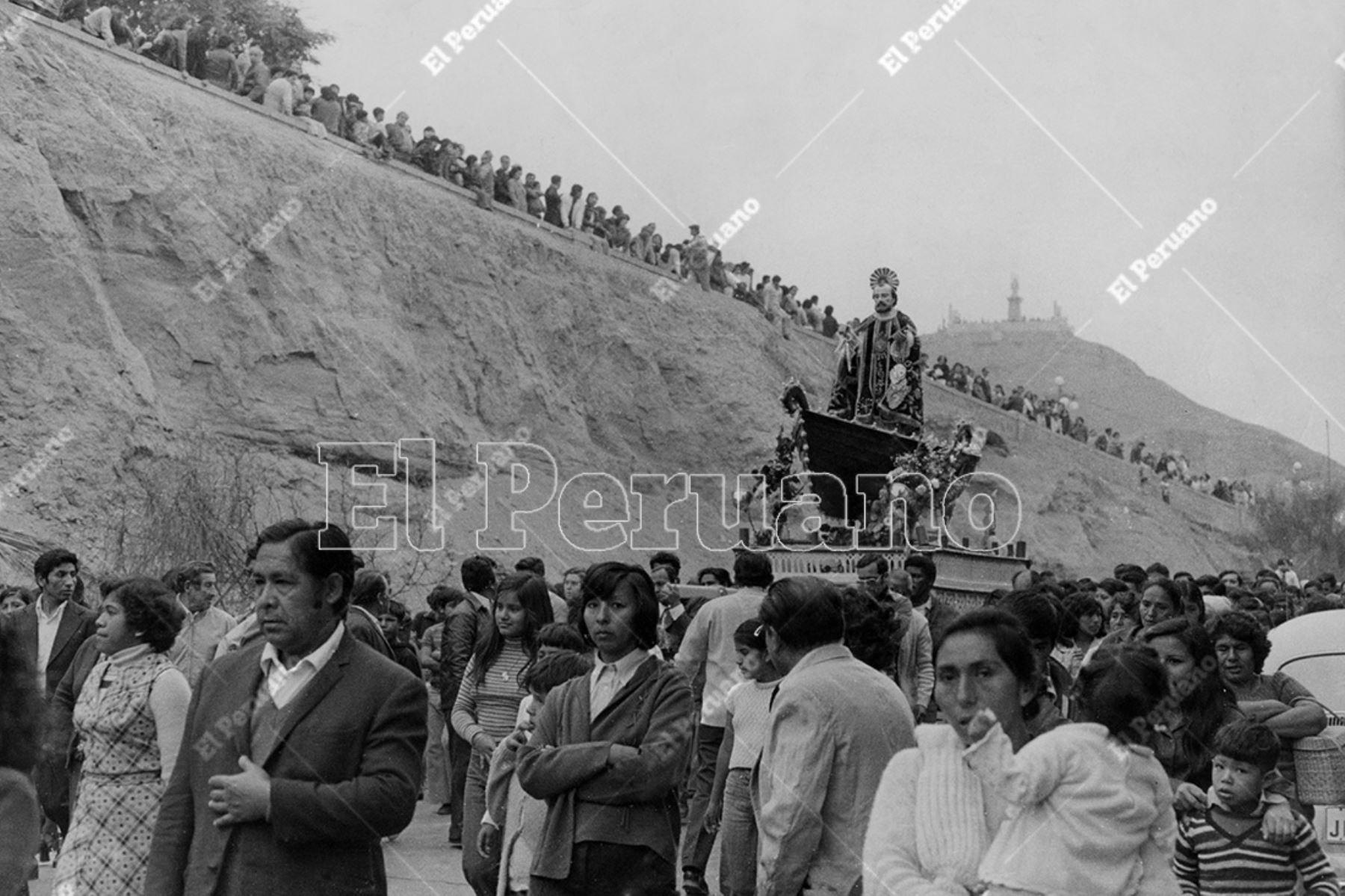 Chorrillos - 29 junio 1978  / Procesión de San Pedro en Chorrillos.    Foto: Archivo Histórico de El Peruano / José Risco