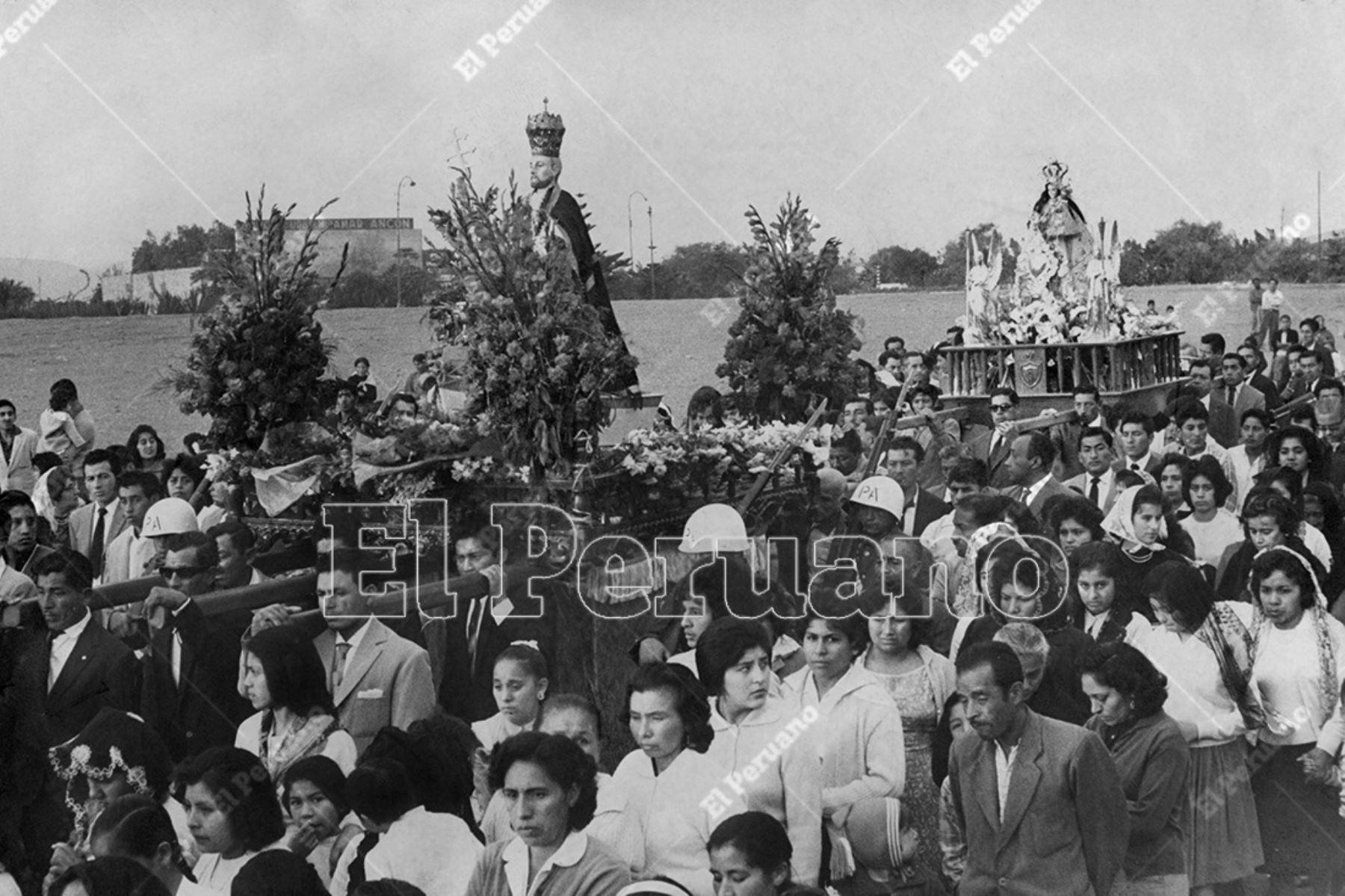 Lima - 29 junio 1962  / Procesión de San Pedro en Chorrillos.    Foto: Archivo Histórico de El Peruano / Máximo Miralles