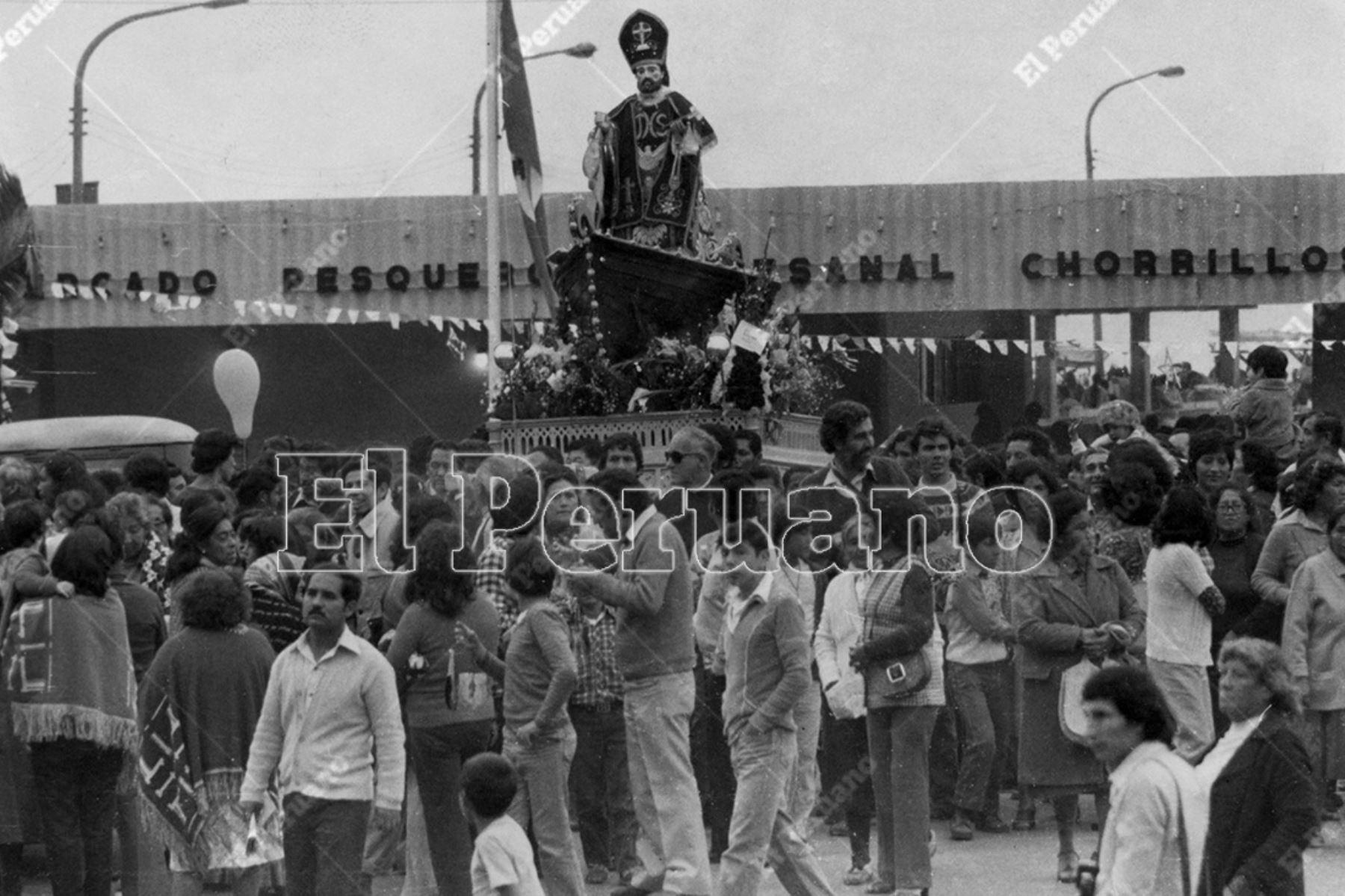 Lima - 29 junio 1982  / Celebración del Día del Pesacdor y procesión de San Pedro patrón de Chorrillos.    Foto: Archivo Histórico de El Peruano