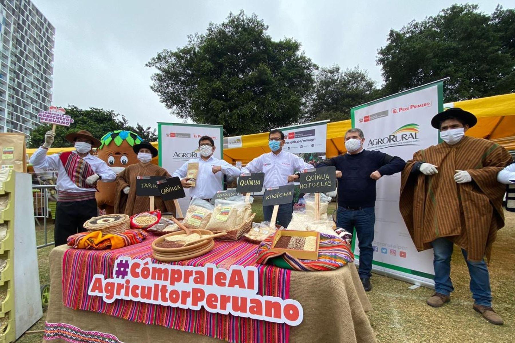 Ministro de Agricultura y Riego, Jorge Montenegro, anuncia 1,000 mercados itinerantes más. Foto: Cortesía.