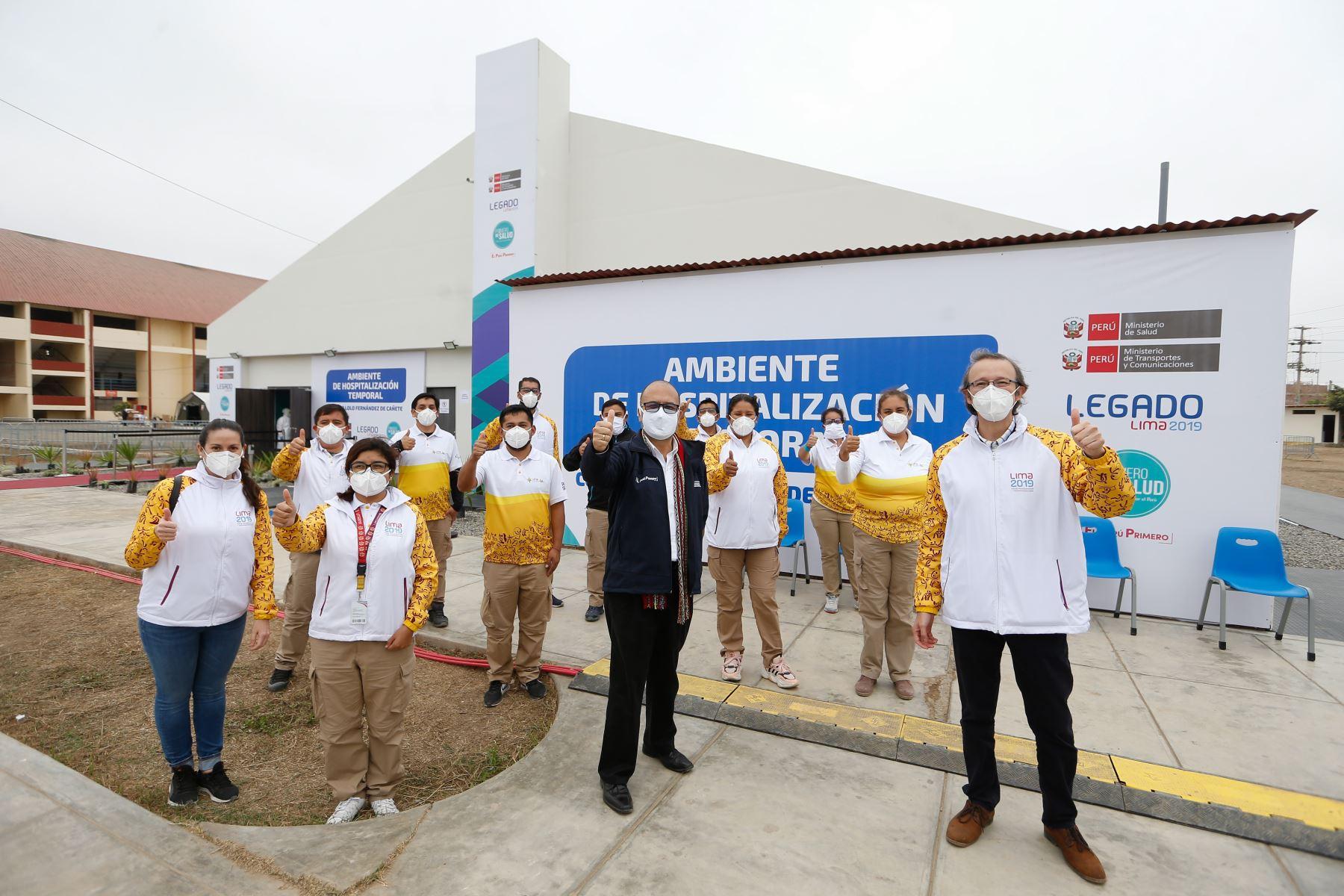 Ministro de Salud, Víctor Zamora, supervisó el inicio de operación del hospital temporal covid-19 instalado en el coliseo Lolo Fernández de Cañete.