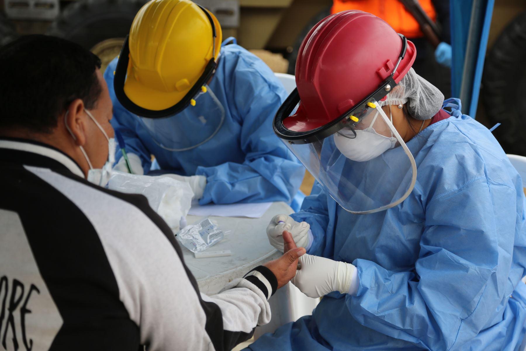 Las pruebas rápidas para el diagnóstico de la covid-19 deben ser aplicadas o realizadas por establecimientos de salud públicos o privados debidamente acreditados. ANDINA/Difusión