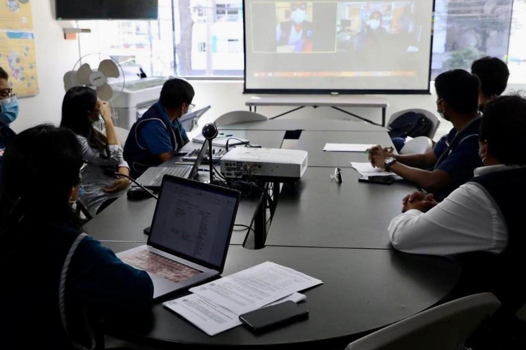 Serumistas participan en jornada de telecapacitación organizada por el Ministerio de Salud.