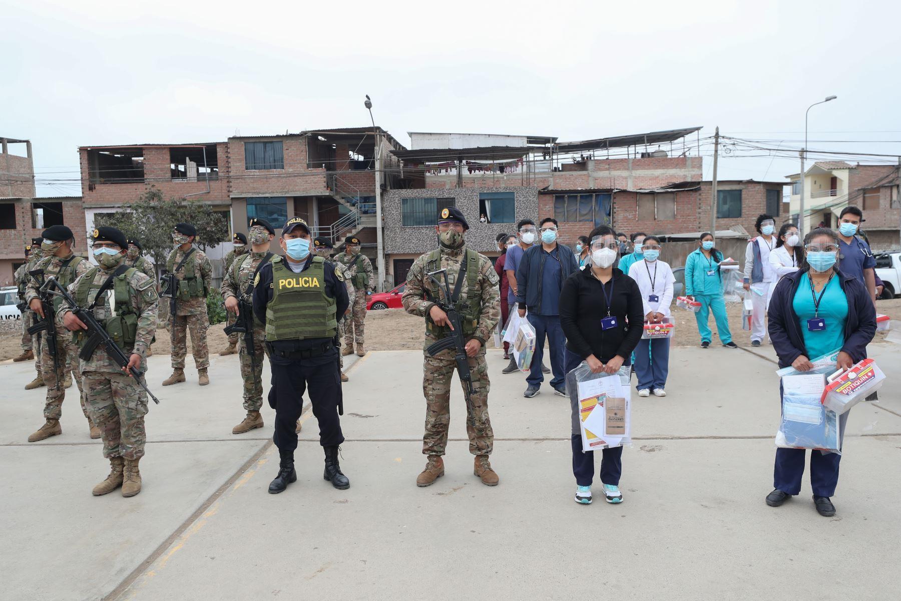 Ministro de Defensa, Walter Matos supervisó desarrollo de operación Tayta en Villa el Salvador.  Foto: ANDINA/ Ministerio de Defensa.