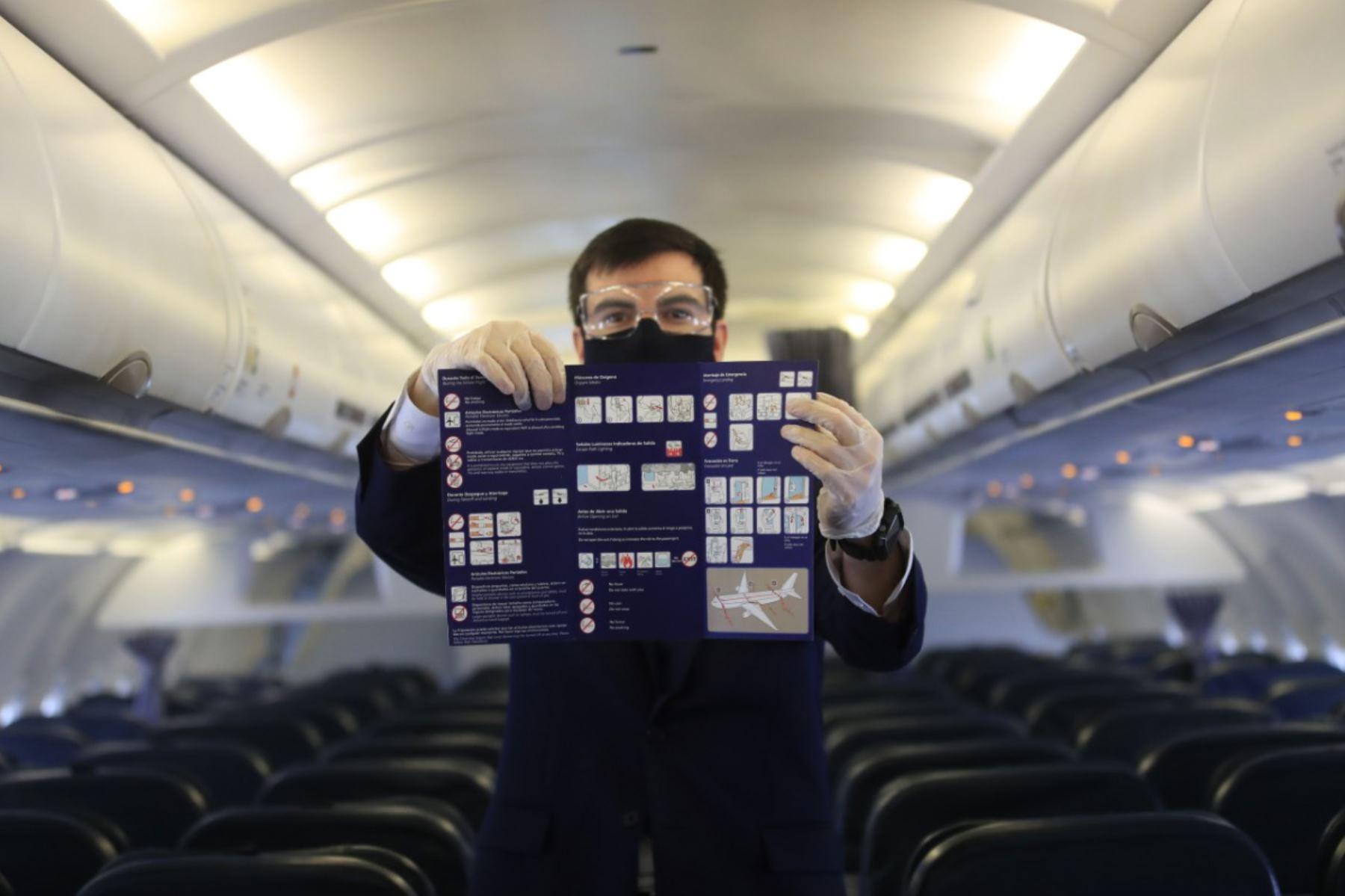 Presentación del protocolo de sanidad que se implementará en el reinicio de los vuelos nacionales, una vez que las autoridades aprueben la reanudación de los vuelos que fueron suspendidos por el Estado de Emergencia para evitar la propagación de la covid-19.  Foto: ANDINA/ Juan Carlos Guzmán