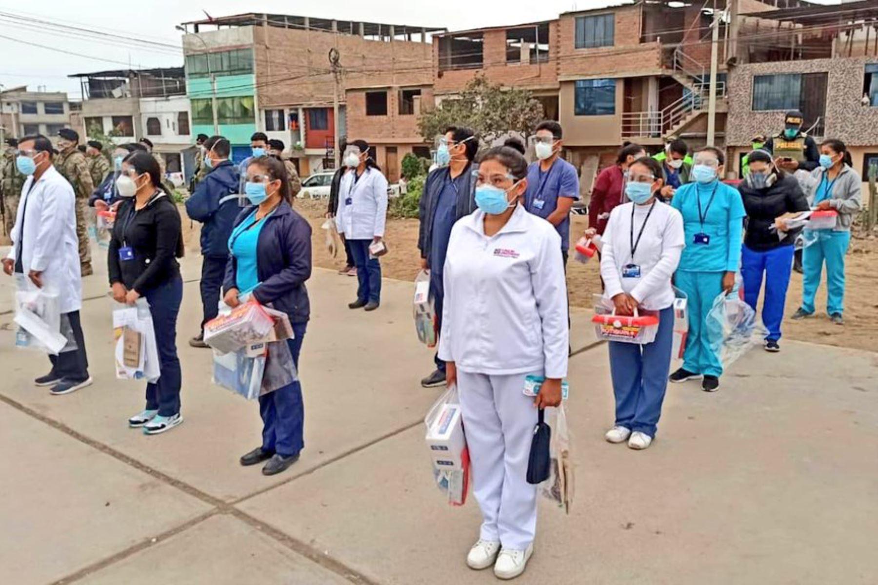 Como parte de la Operación TAYTA, hoy nuestros equipos de respuesta rápida recorren Santa Anita, Puente Piedra, Villa El Salvador, Bellavista y Cercado de Lima brindando evaluación y diagnóstico contra el COVID-19 a más de 5300 ciudadanos.   Foto:@Minsa_Peru.