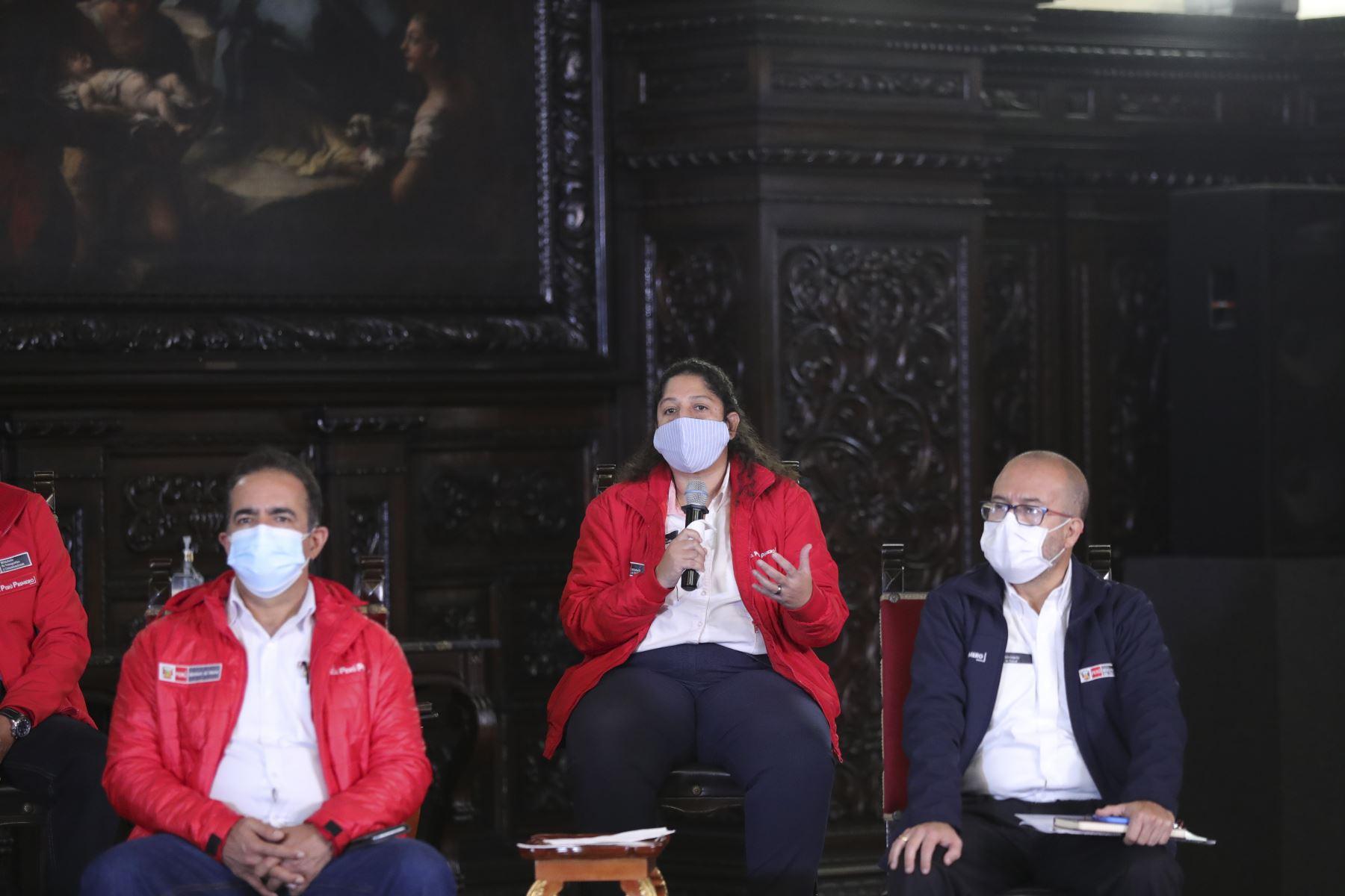 Ministro del Ambiente, Fabiola Muñoz participa junto al presidente Martín Vizcarra en la conferencia de prensa que informa a la ciudadanía sobre las medidas adoptadas durante el estado de emergencia nacional, ampliado con una cuarentena focalizada del 1 al 31 de julio. Foto:ANDINA/Prensa Presidencia