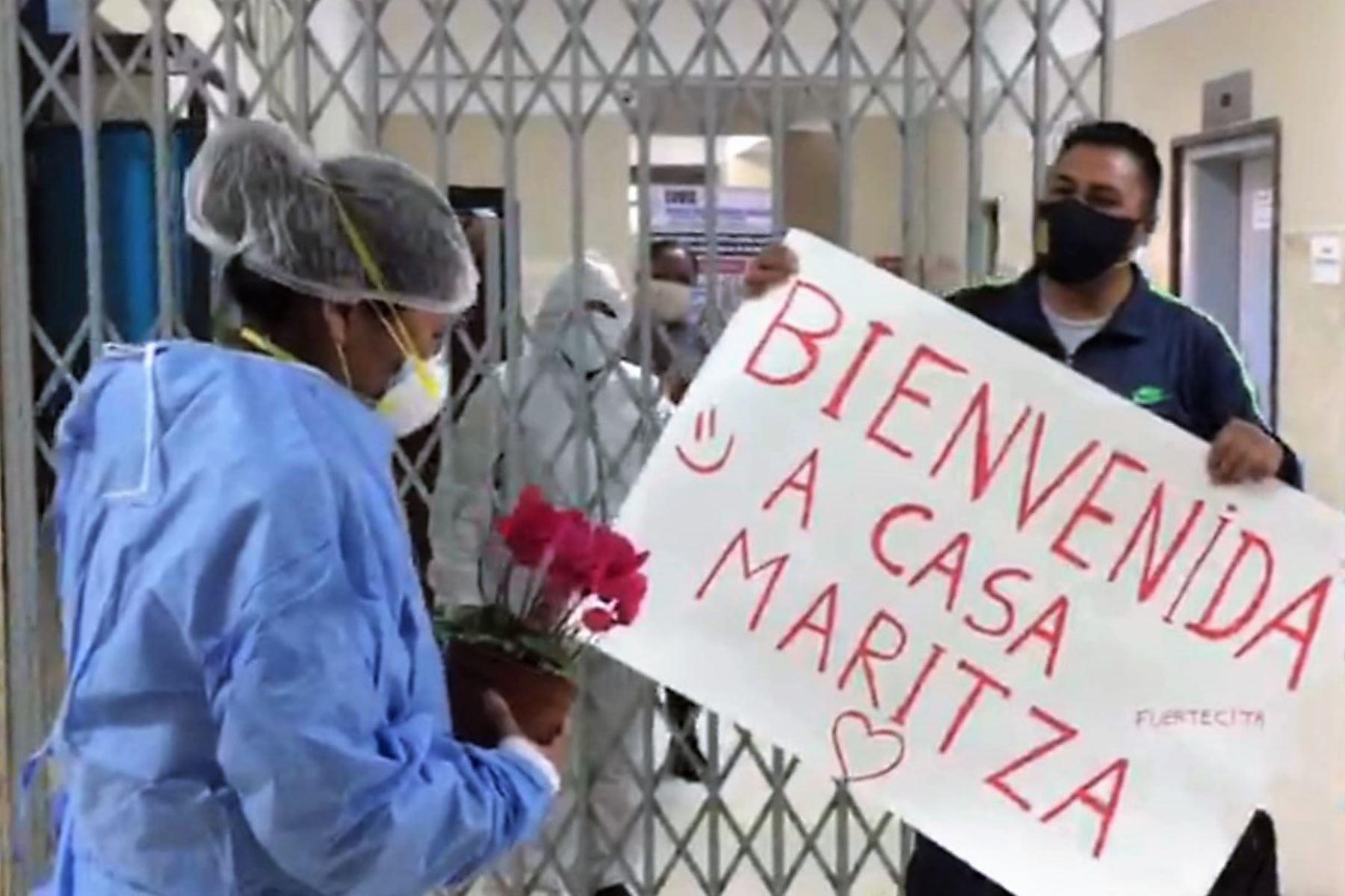 La enfermera Maritza Taco recibió el alta médica en el Hospital Covid-19 de Arequipa tras derrotar al coronavirus.