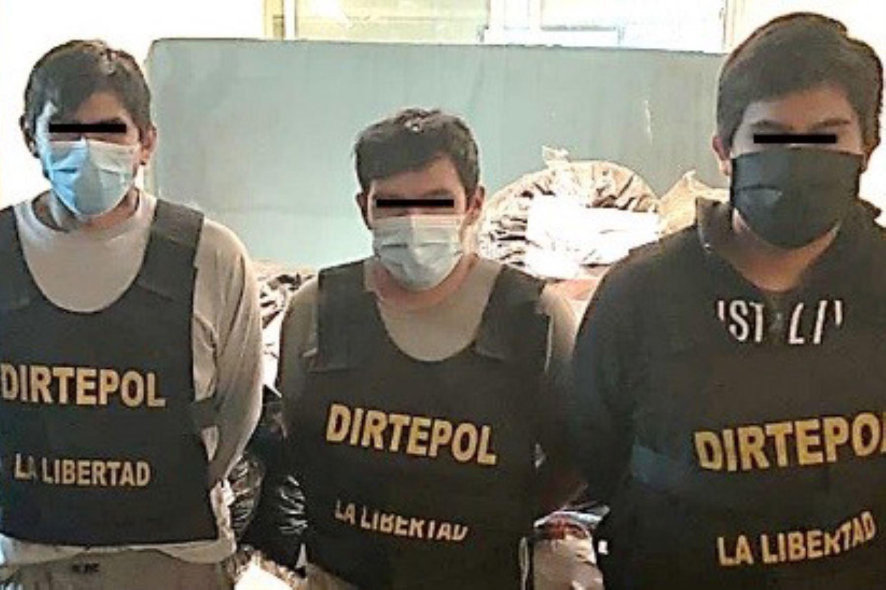 Efectivos policiales incautaron 220 kilos de marihuana en zona intangible de Chan Chan e intervinieron a tres personas. Foto: Cortesía de Luis Puell