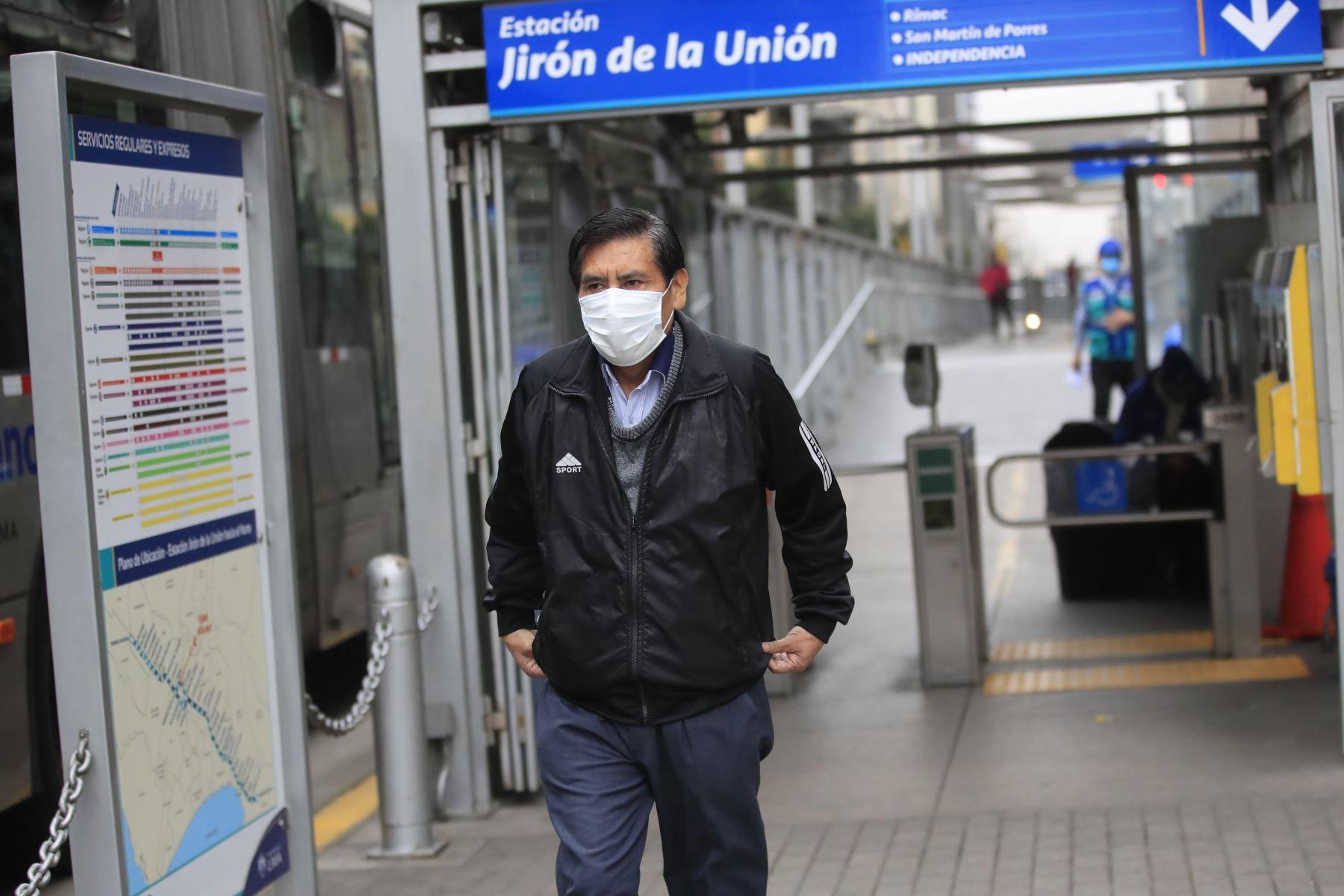 Estación del metropolitano durante  el primer día de cuarentena focalizada en Lima. Foto: ANDINA/ Juan Carlos Guzmán