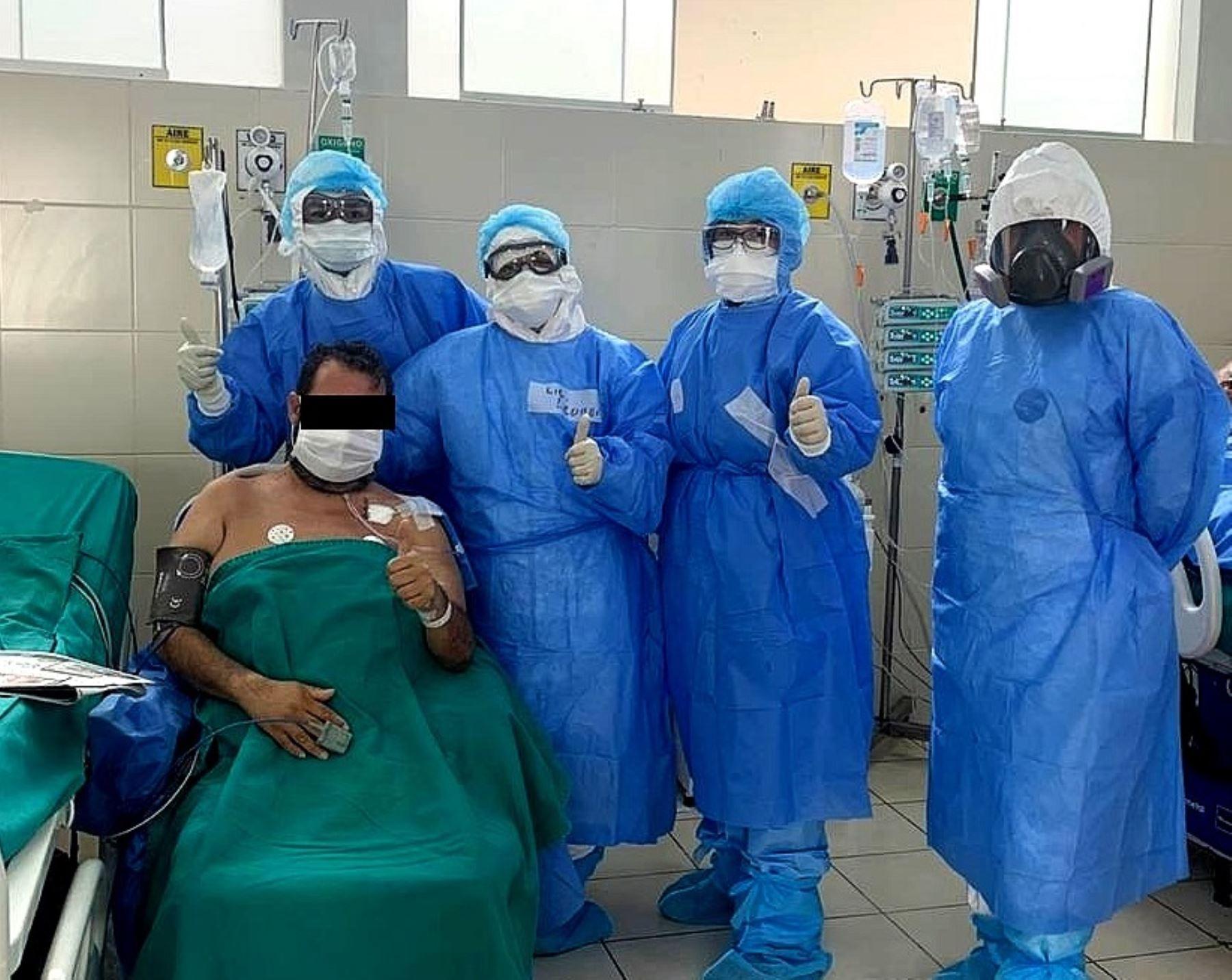La fisioterapia cardiorrespiratoria del Hospital Sabogal de EsSalud en pacientes con covid-19. Foto: EsSalud