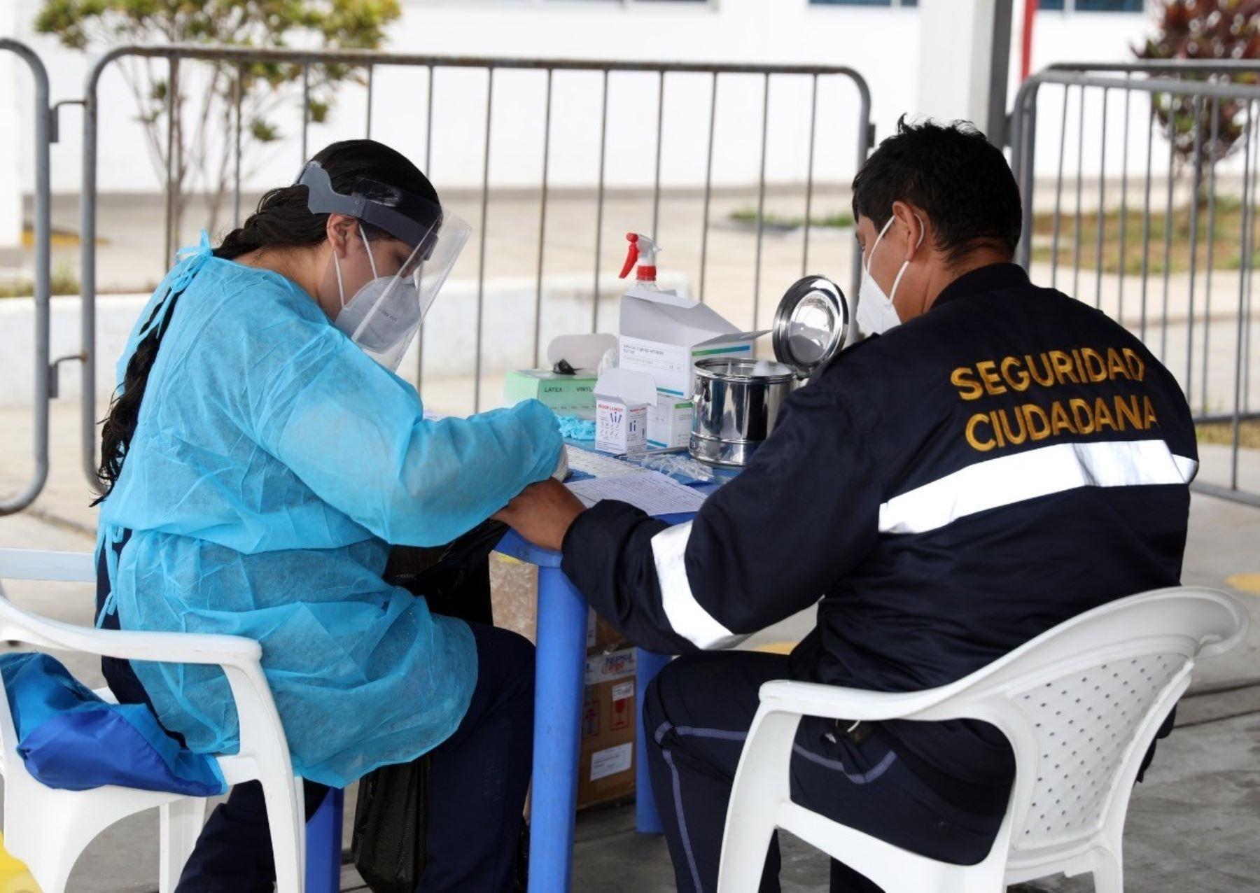 Un total de 1,400 trabajadores municipales de Trujillo pasan control de pruebas rápidas para evitar propagación del coronavirus.
