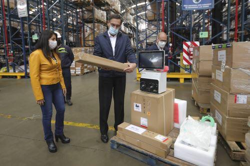Presidente Vizcarra recibe 400 ventiladores mecánicos para pacientes covid-19